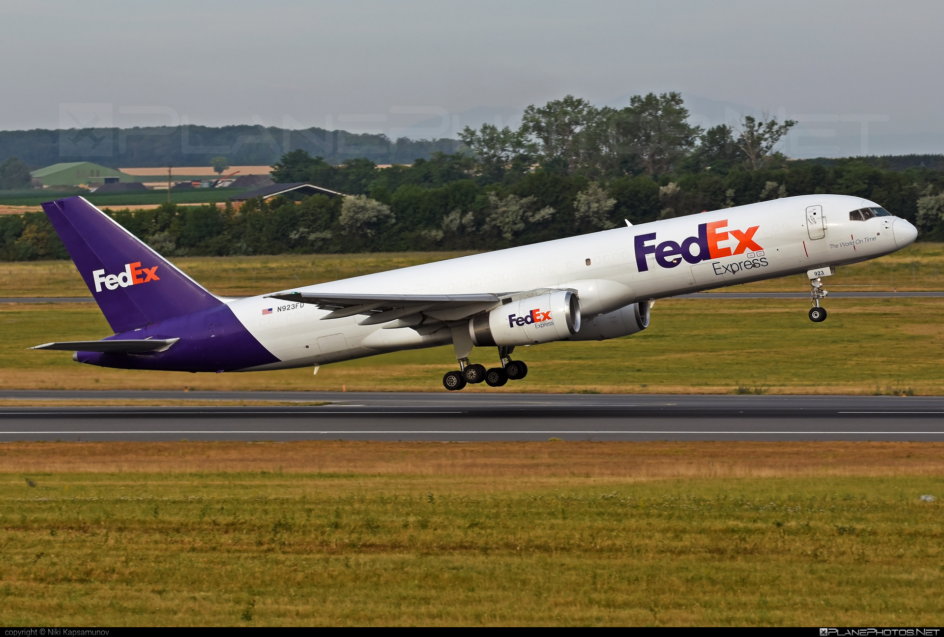 Boeing 757-200SF - N923FD operated by FedEx Express #b757 #boeing #boeing757 #fedex #fedexairlines #fedexexpress