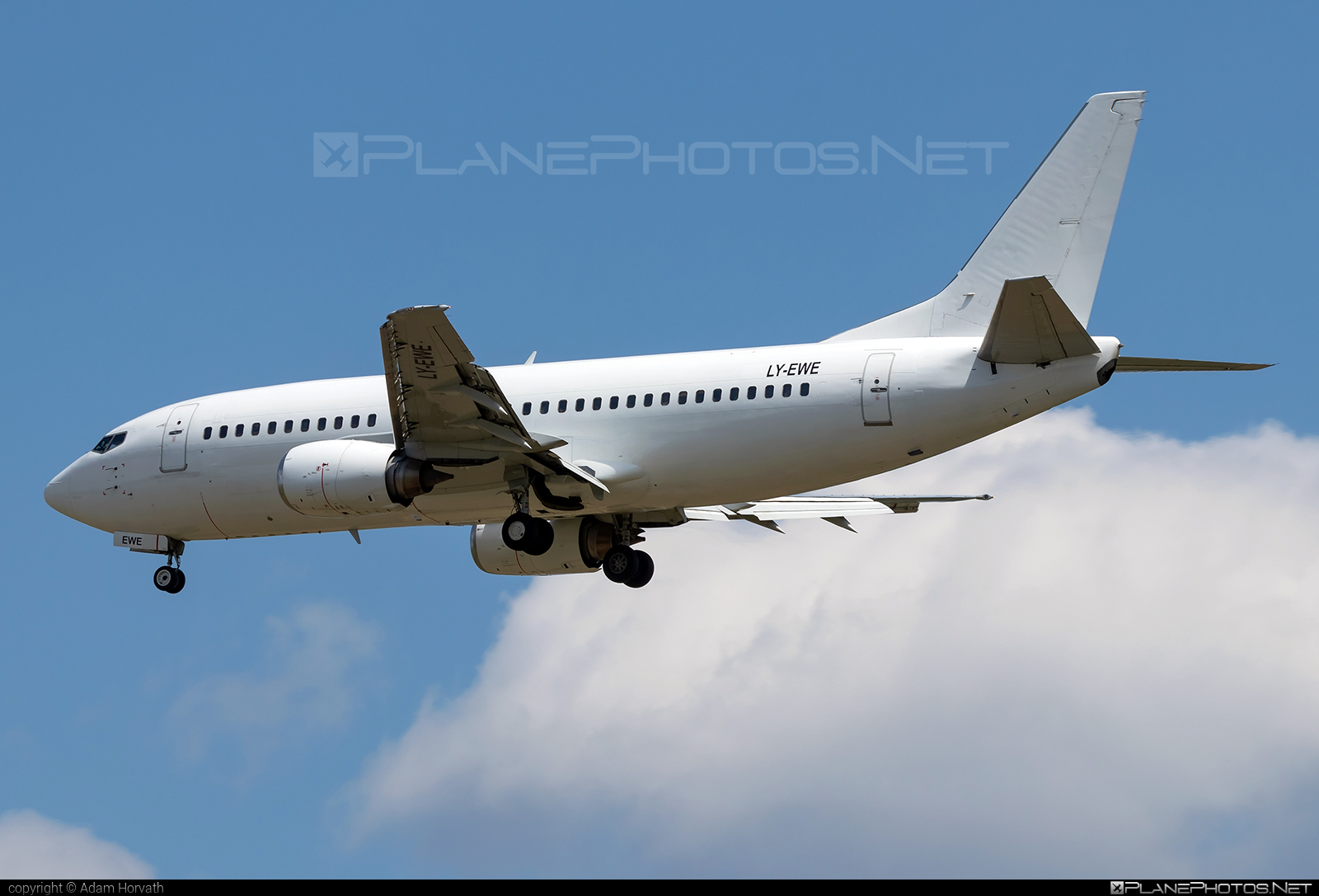 Boeing 737-300 - LY-EWE operated by GETJET Airlines #b737 #boeing #boeing737 #getjetairlines