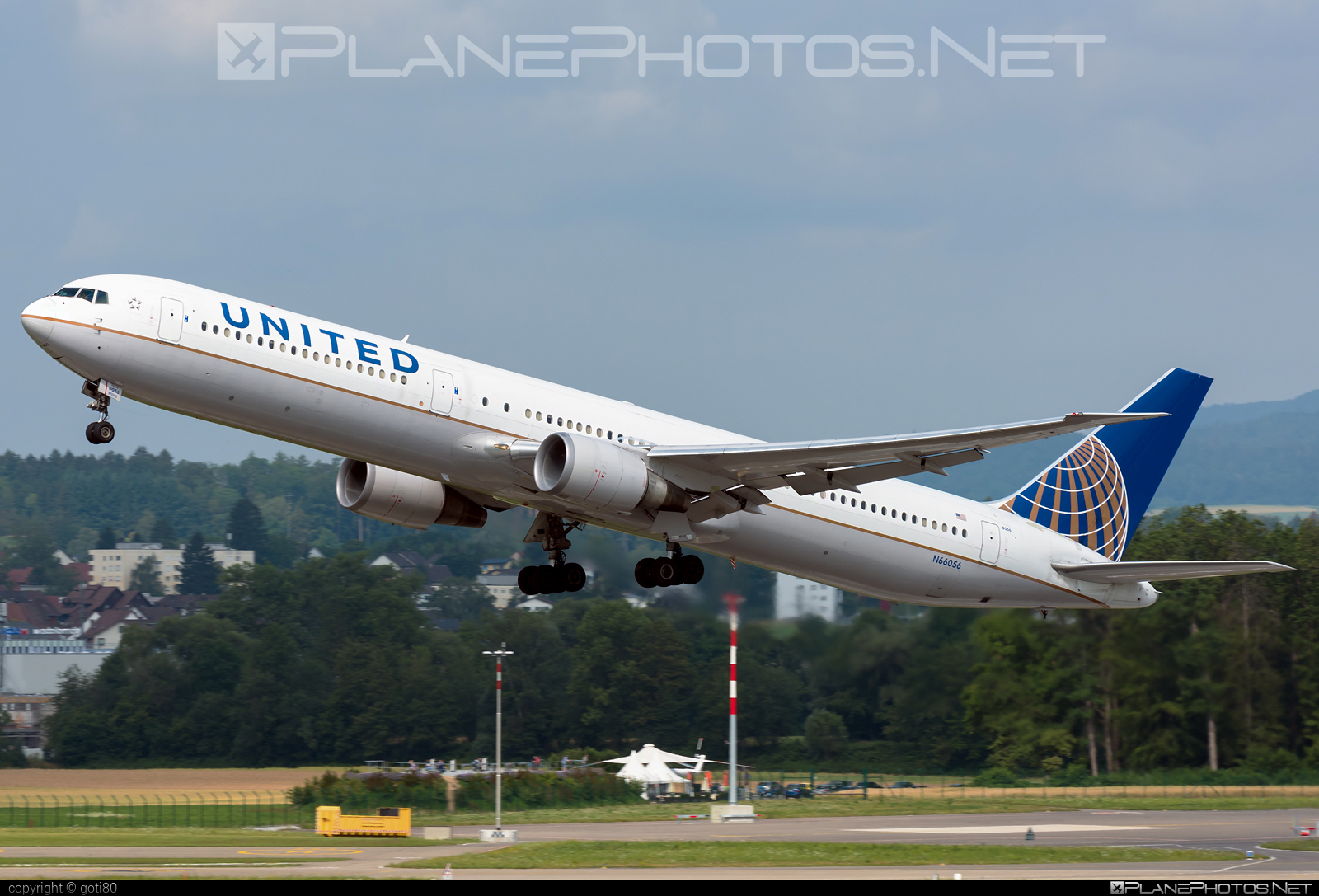 Boeing 767-400ER - N66056 operated by United Airlines #b767 #b767er #boeing #boeing767 #unitedairlines