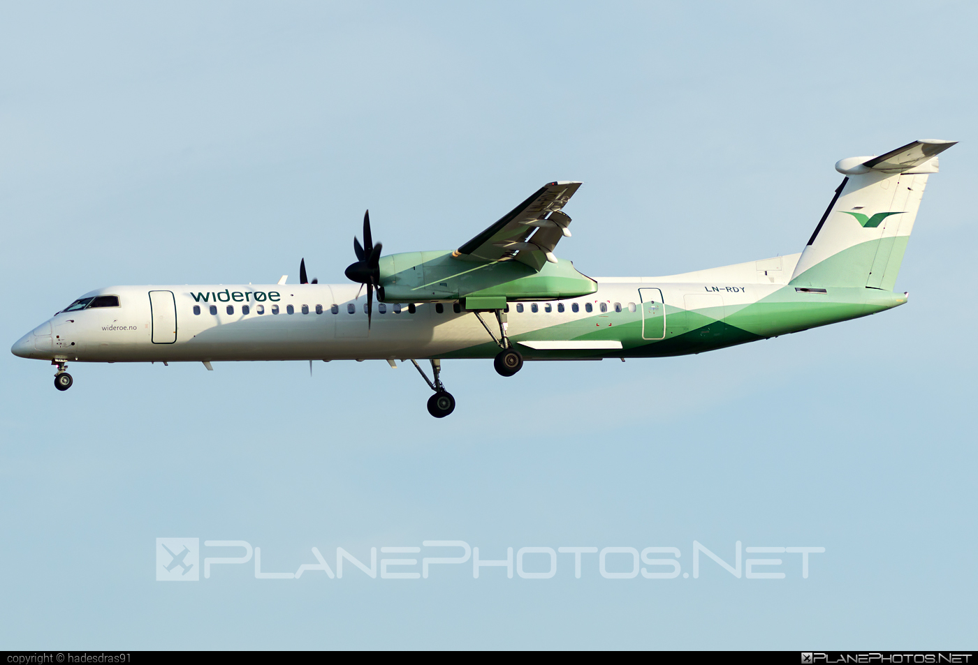 Bombardier DHC-8-Q402 Dash 8 - LN-RDY operated by Widerøe #bombardier #wideroe