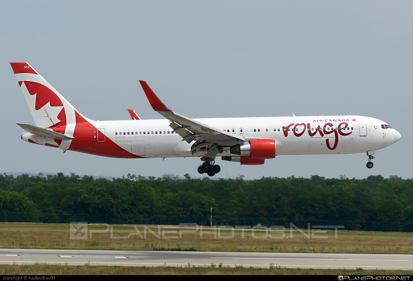 Boeing 767-300 - C-FIYE operated by Air Canada Rouge #aircanadarouge #b767 #boeing #boeing767