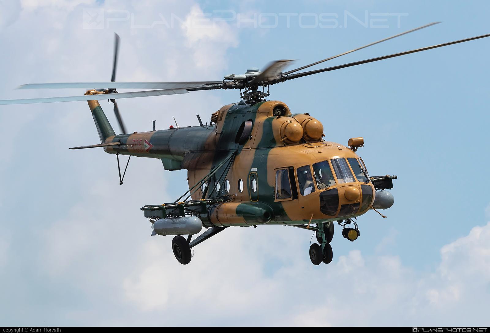 Mil Mi-17 - 705 operated by Magyar Légierő (Hungarian Air Force) #hungarianairforce #magyarlegiero #mi17 #mil #mil17 #milhelicopters