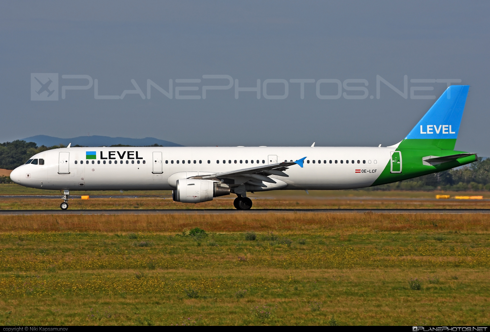 Airbus A321-211 - OE-LCF operated by LEVEL #a320family #a321 #airbus #airbus321 #levelairlines