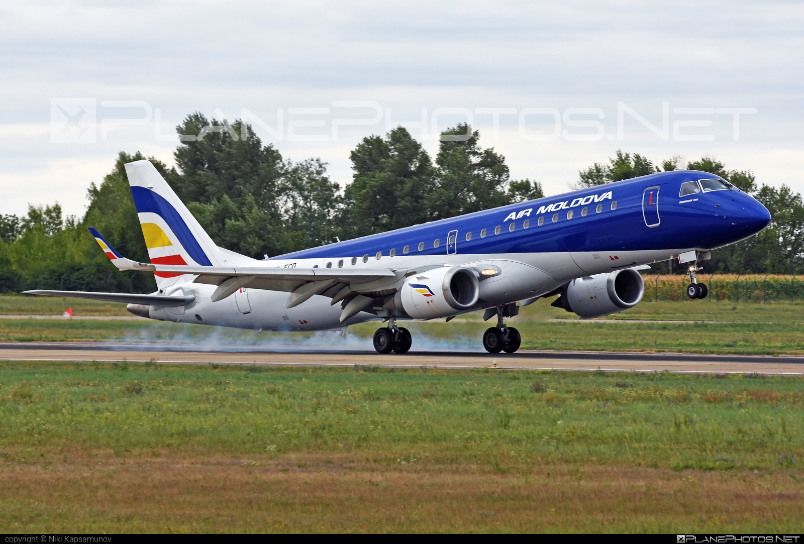 Embraer E190LR (ERJ-190-100LR) - ER-ECD operated by Air Moldova #e190 #e190100 #e190100lr #e190lr #embraer #embraer190 #embraer190100lr #embraer190lr