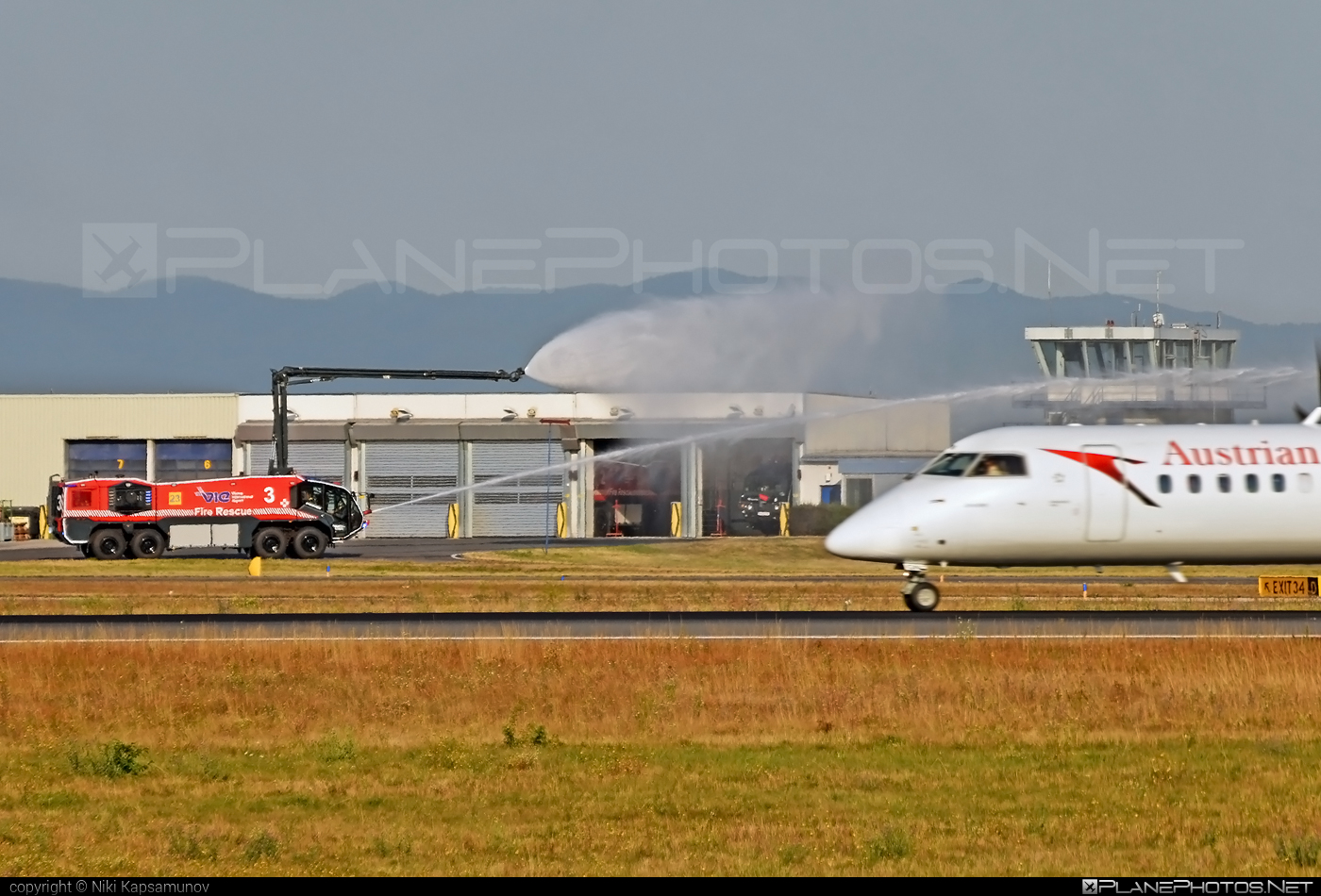 Bombardier DHC-8-Q402 Dash 8 - OE-LGN operated by Austrian Airlines #bombardier