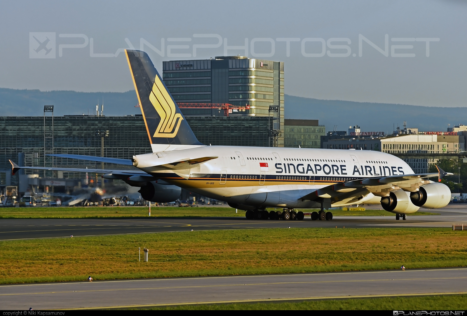 Airbus A380-841 - 9V-SKR operated by Singapore Airlines #a380 #a380family #airbus #airbus380 #singaporeairlines