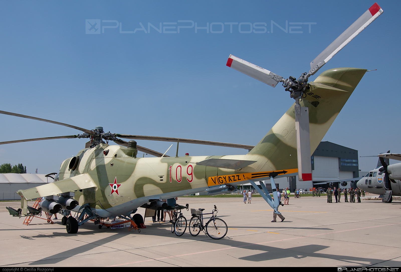 Mil Mi-24D - 109 operated by Magyar Légierő (Hungarian Air Force) #hungarianairforce #magyarlegiero #mi24 #mi24d #mil #mil24 #mil24d #milhelicopters