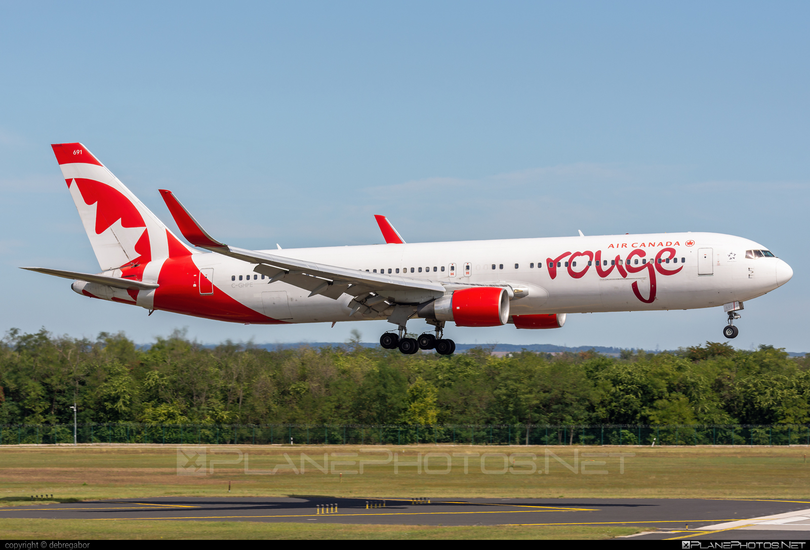 Boeing 767-300ER - C-GHPE operated by Air Canada Rouge #aircanadarouge #b767 #b767er #boeing #boeing767