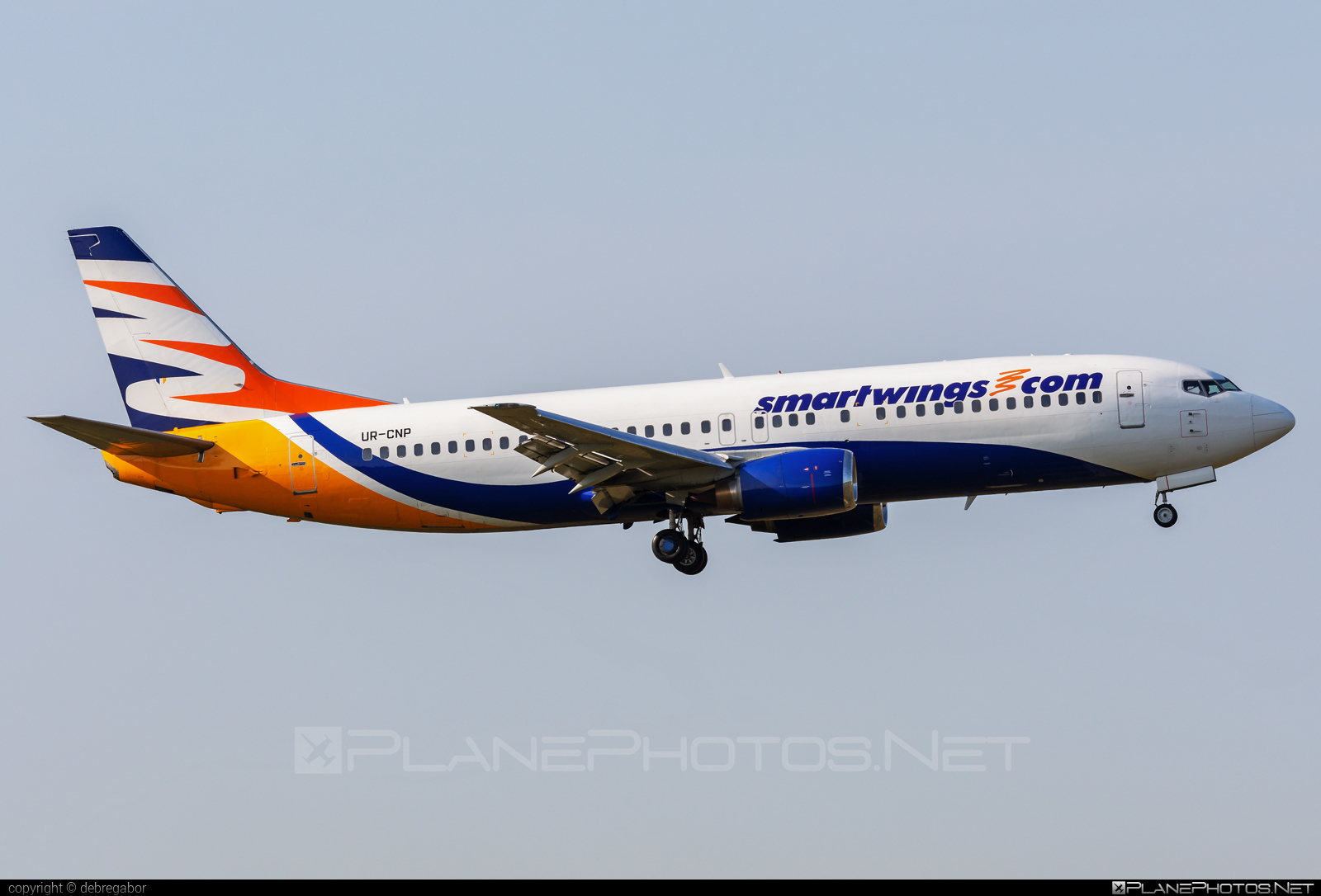 Boeing 737-400 - UR-CNP operated by Smart Wings #b737 #boeing #boeing737 #smartwings