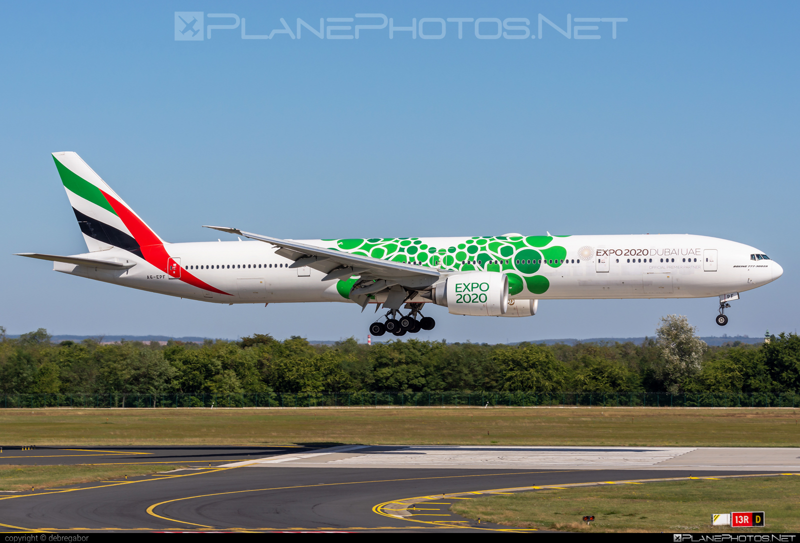 Boeing 777-300ER - A6-EPF operated by Emirates #b777 #b777er #boeing #boeing777 #emirates #tripleseven