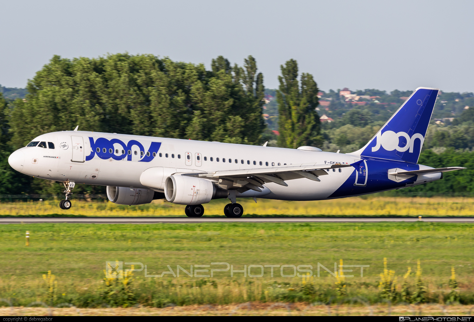 Airbus A320-214 - F-GKXY operated by Joon #a320 #a320family #airbus #airbus320 #joon