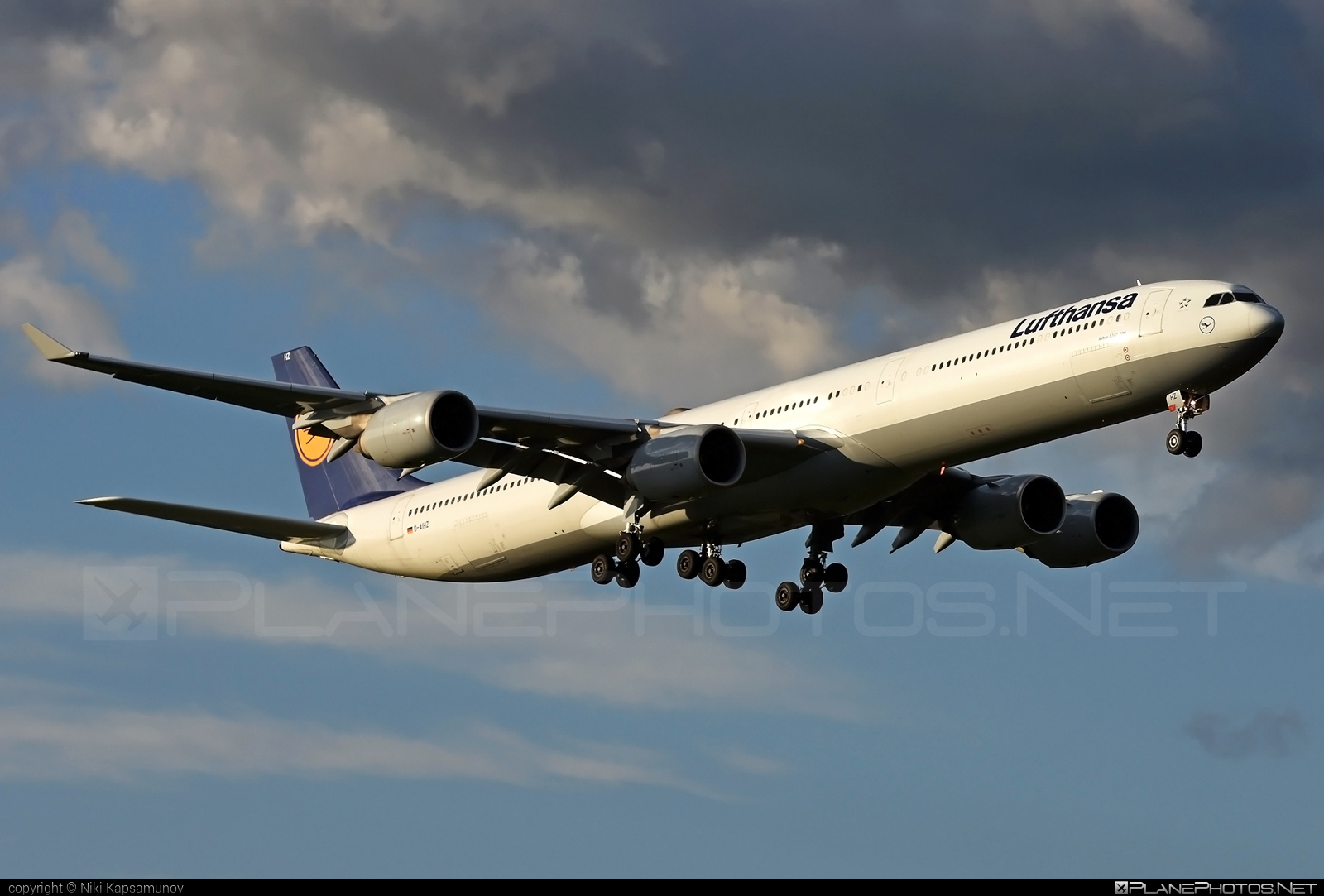 Airbus A340-642 - D-AIHZ operated by Lufthansa #a340 #a340family #airbus #airbus340 #lufthansa
