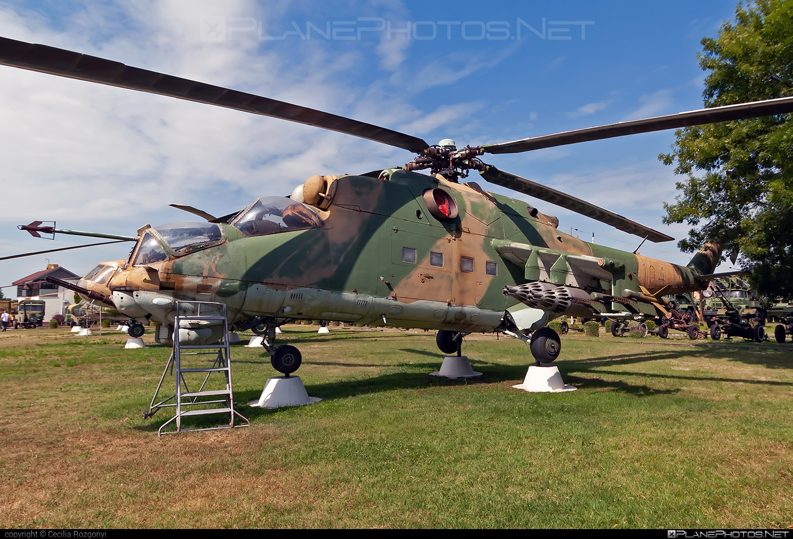 Mil Mi-24D - 104 operated by Magyar Légierő (Hungarian Air Force) #hungarianairforce #magyarlegiero #mi24 #mi24d #mil #mil24 #mil24d #milhelicopters