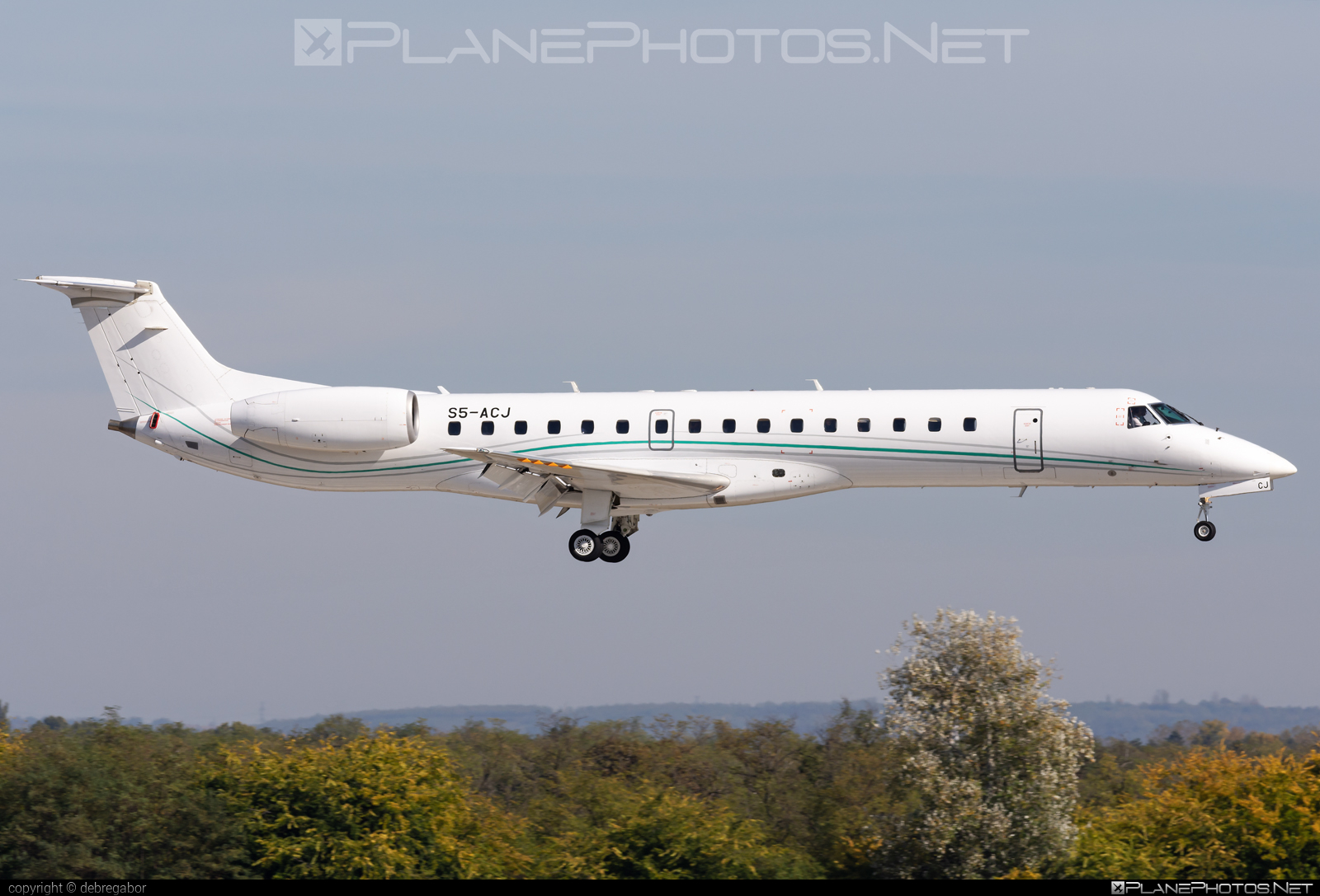 Embraer ERJ-145LU - S5-ACJ operated by Amelia International #ameliainternational #embraer