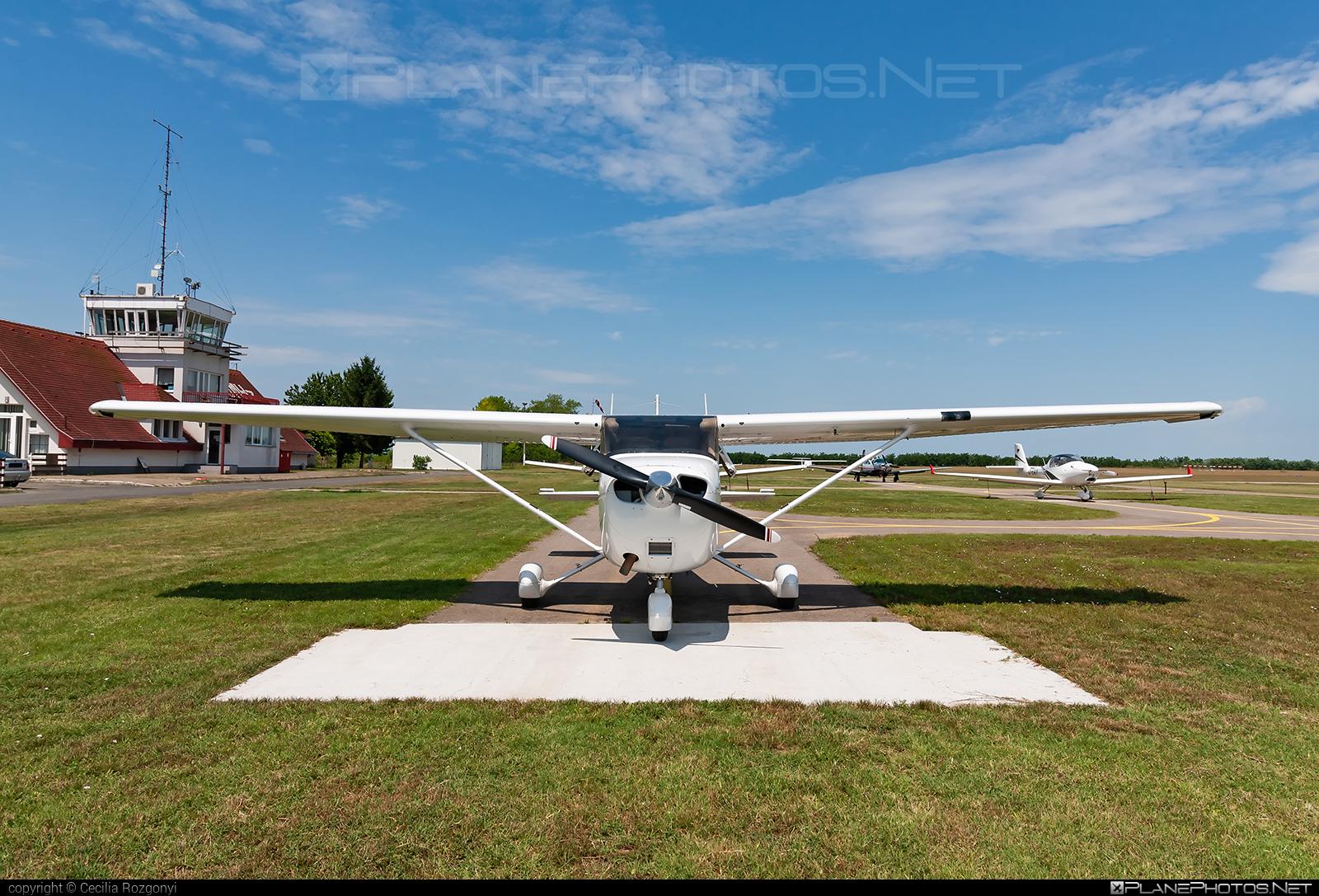 Cessna 172S Skyhawk SP - OE-KHC operated by Österreichischer Sportfliegerclub Salzburg #cessna #cessna172 #cessna172s #cessna172skyhawk #cessna172sskyhawk #cessnaskyhawk #cessnaskyhawksp #osterreichischersportfliegerclubsalzburg #skyhawksp