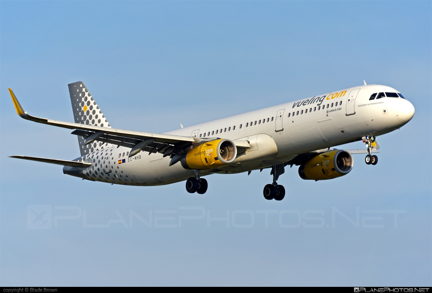 Airbus A321-231 - EC-MHB operated by Vueling Airlines #a320family #a321 #airbus #airbus321 #vueling #vuelingairlines
