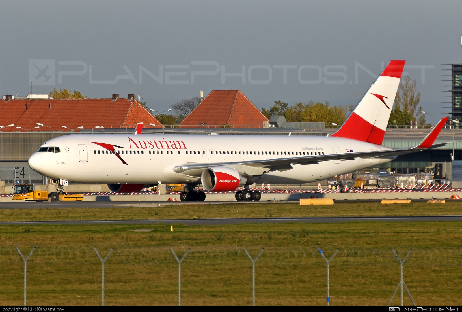 Boeing 767-300ER - OE-LAZ operated by Austrian Airlines #b767 #b767er #boeing #boeing767