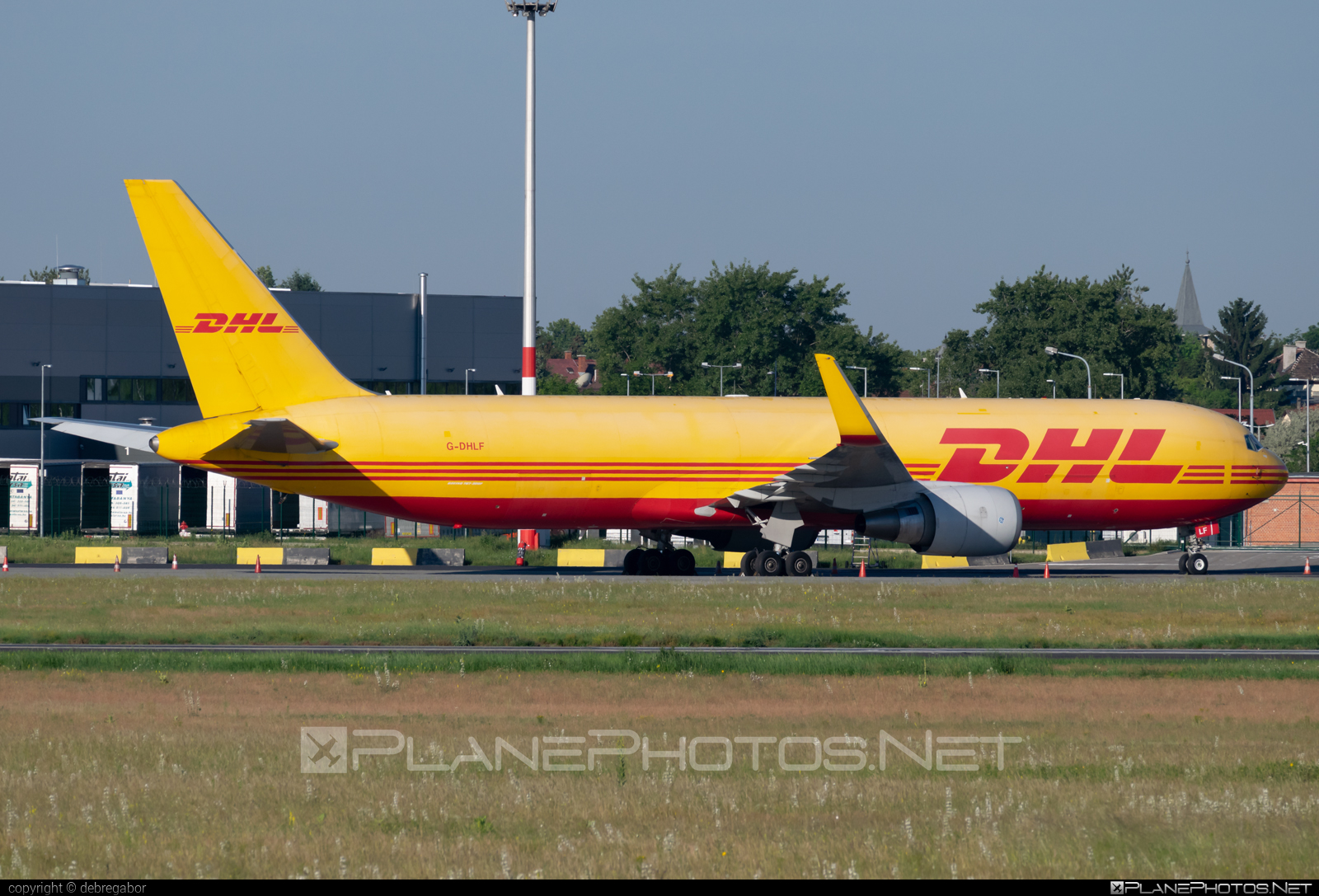 Boeing 767-300F - G-DHLF operated by DHL Air #b767 #b767f #b767freighter #boeing #boeing767