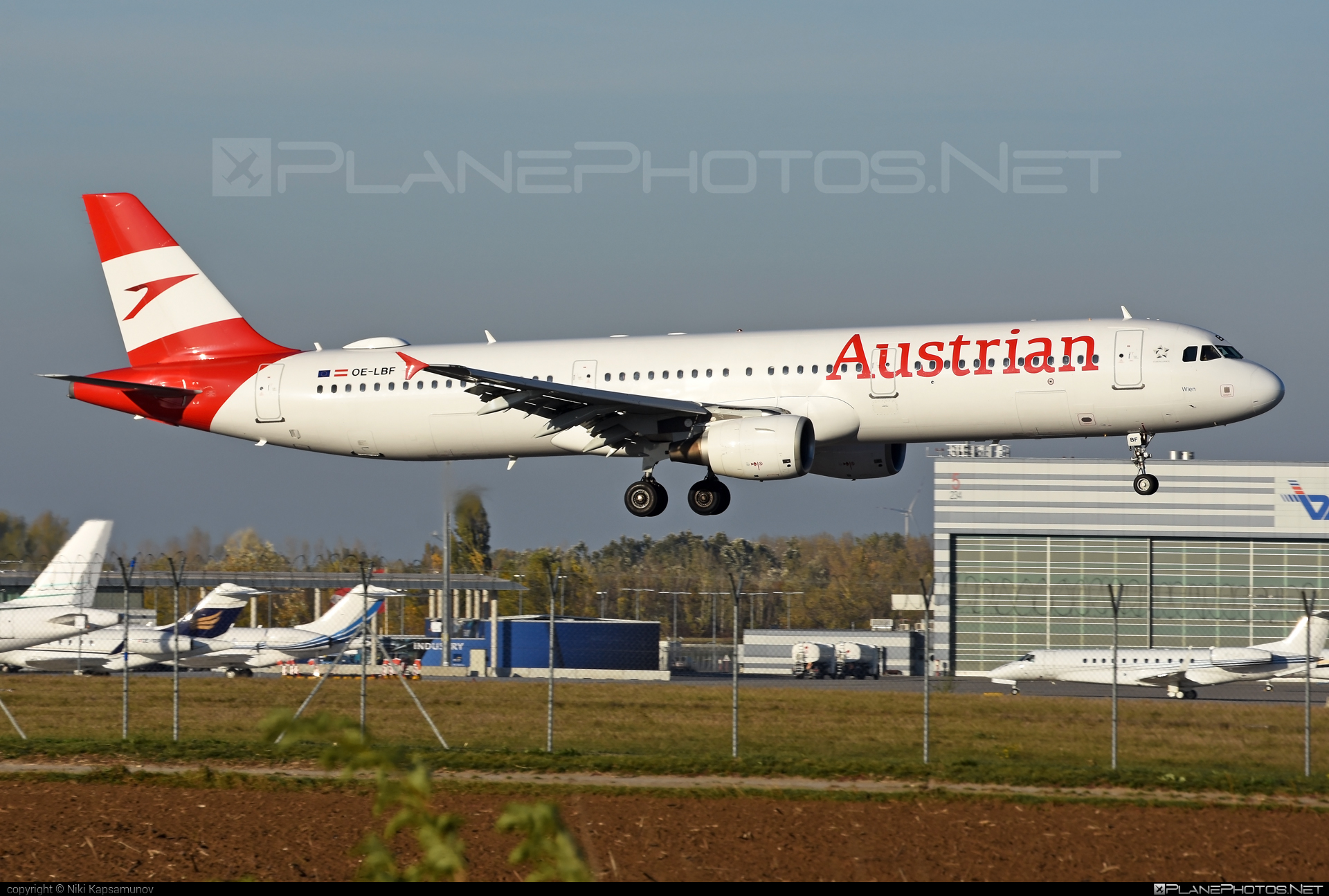 Airbus A321-211 - OE-LBF operated by Austrian Airlines #a320family #a321 #airbus #airbus321