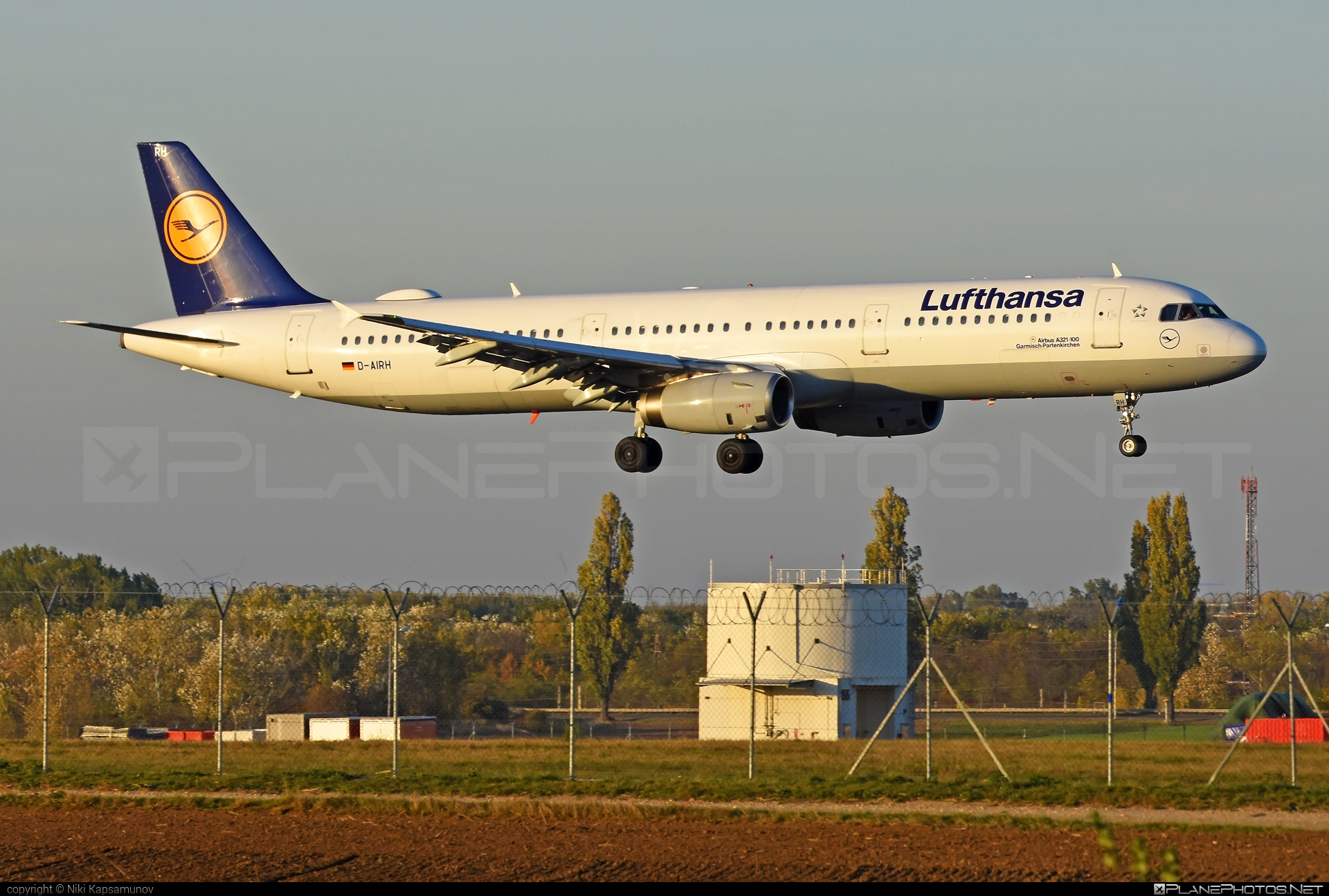 Airbus A321-131 - D-AIRH operated by Lufthansa #a320family #a321 #airbus #airbus321 #lufthansa