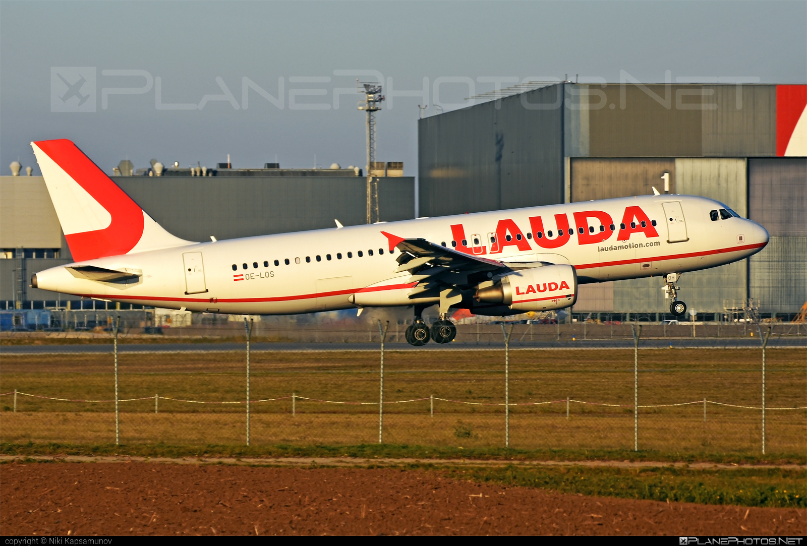 Airbus A320-214 - OE-LOS operated by LaudaMotion #a320 #a320family #airbus #airbus320 #laudamotion
