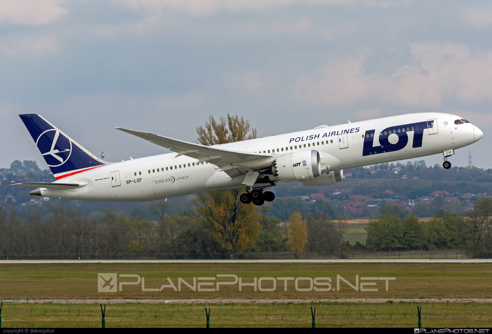 Boeing 787-9 Dreamliner - SP-LSF operated by LOT Polish Airlines #b787 #boeing #boeing787 #dreamliner #lot #lotpolishairlines
