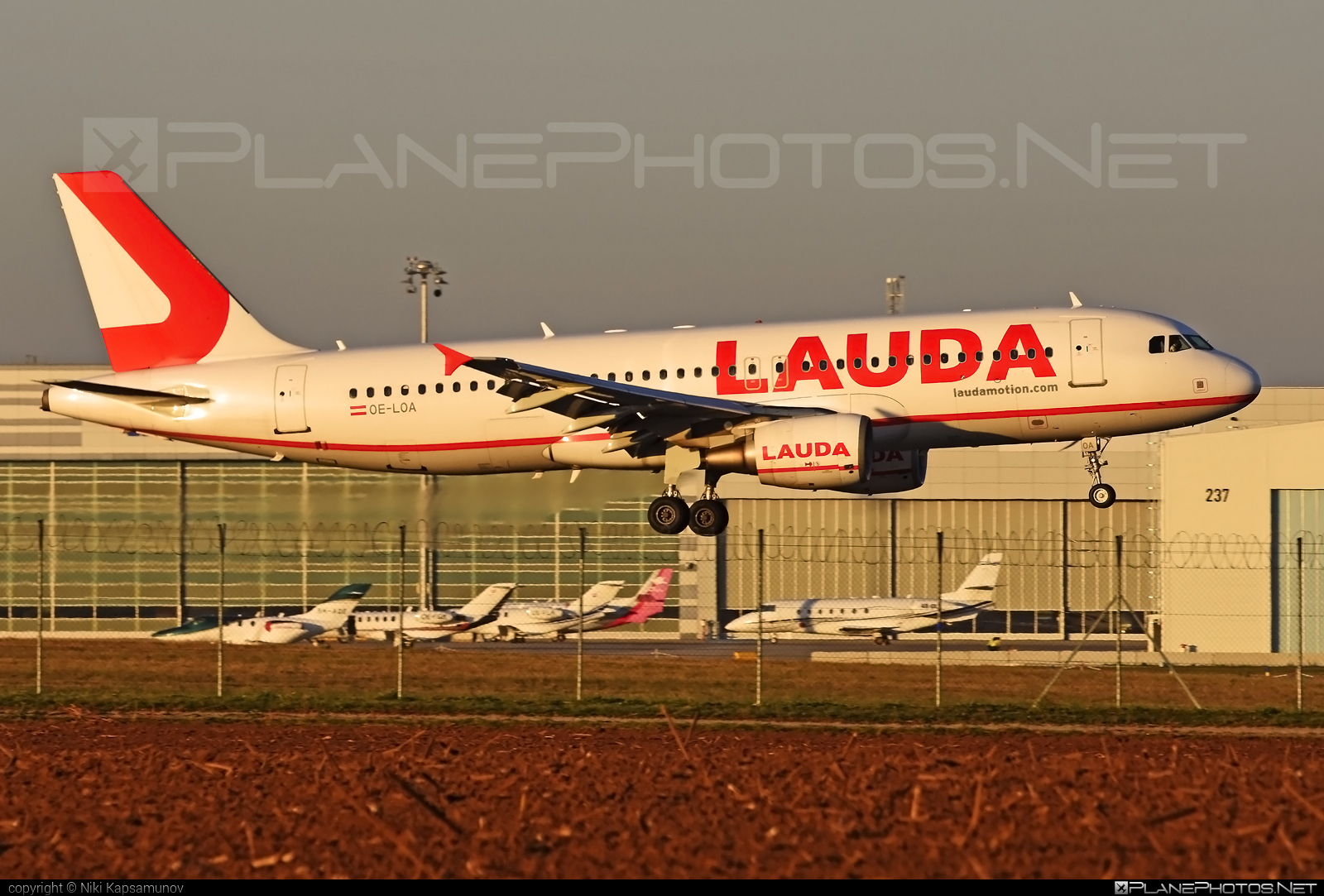 Airbus A320-214 - OE-LOA operated by LaudaMotion #a320 #a320family #airbus #airbus320 #laudamotion