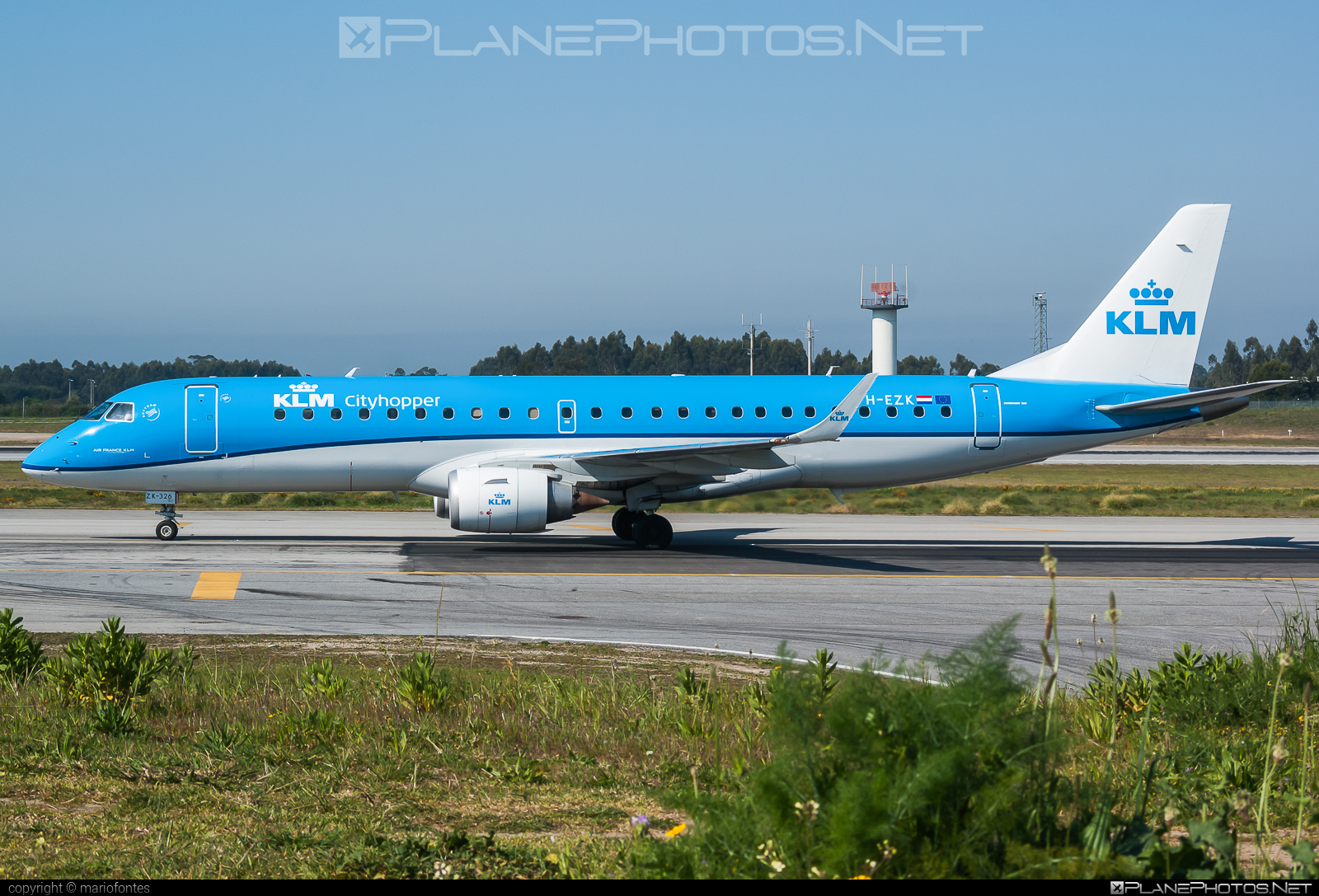 Embraer E190STD (ERJ-190-100STD) - PH-EZK operated by KLM Cityhopper #e190 #e190100 #e190100std #e190std #embraer #embraer190 #embraer190100std #embraer190std #klm #klmcityhopper