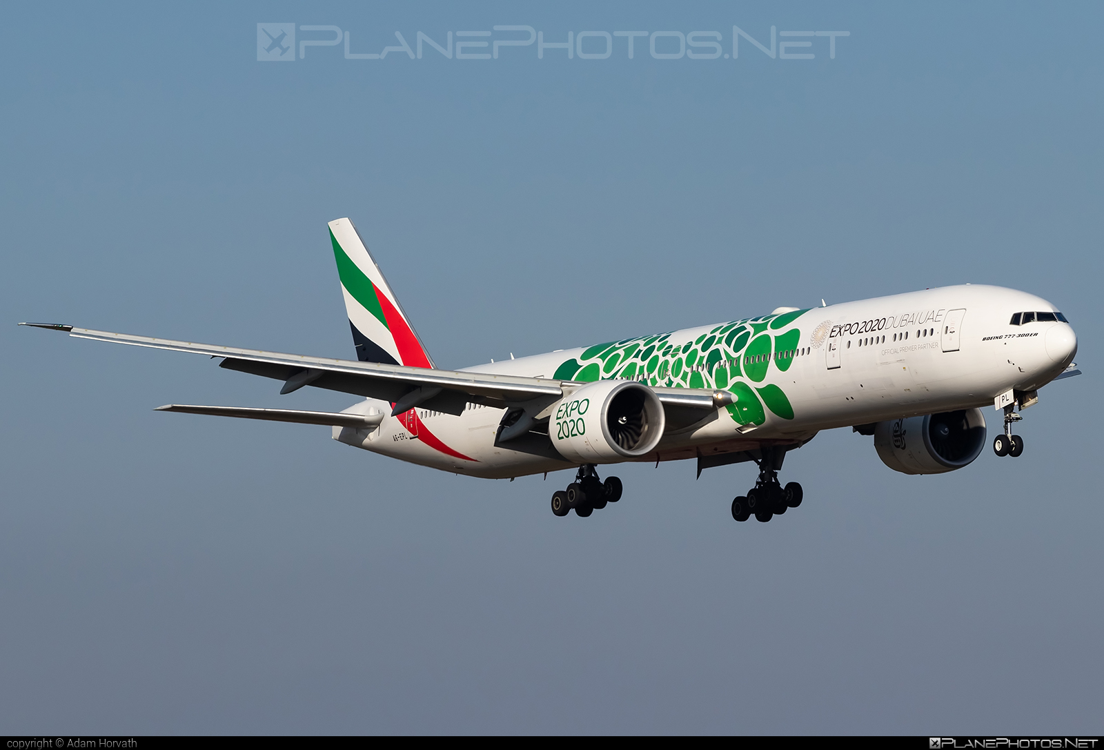 Boeing 777-300ER - A6-EPL operated by Emirates #b777 #b777er #boeing #boeing777 #emirates #tripleseven
