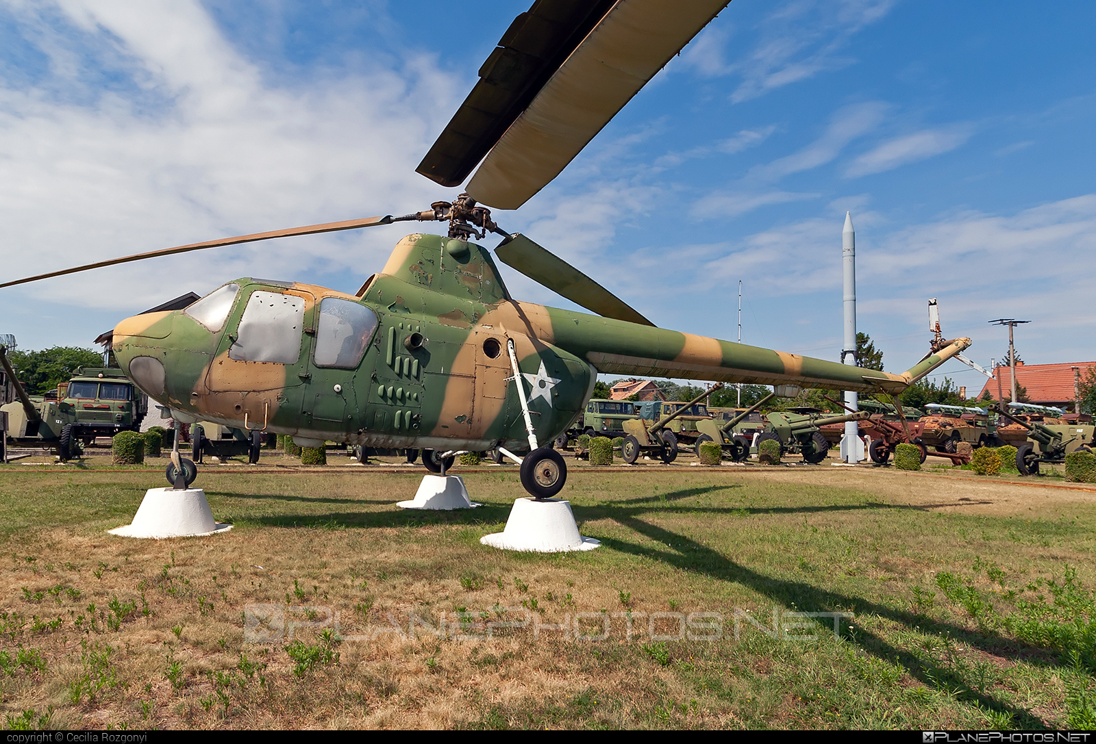 PZL-Mielec SM-1 - 032 operated by Magyar Néphadsereg (Hungarian People's Army) #hungarianpeoplesarmy #magyarnephadsereg #mi1 #mil1 #milmi1 #pzl #pzlmielec #pzlmielecsm1 #pzlsm1 #sm1