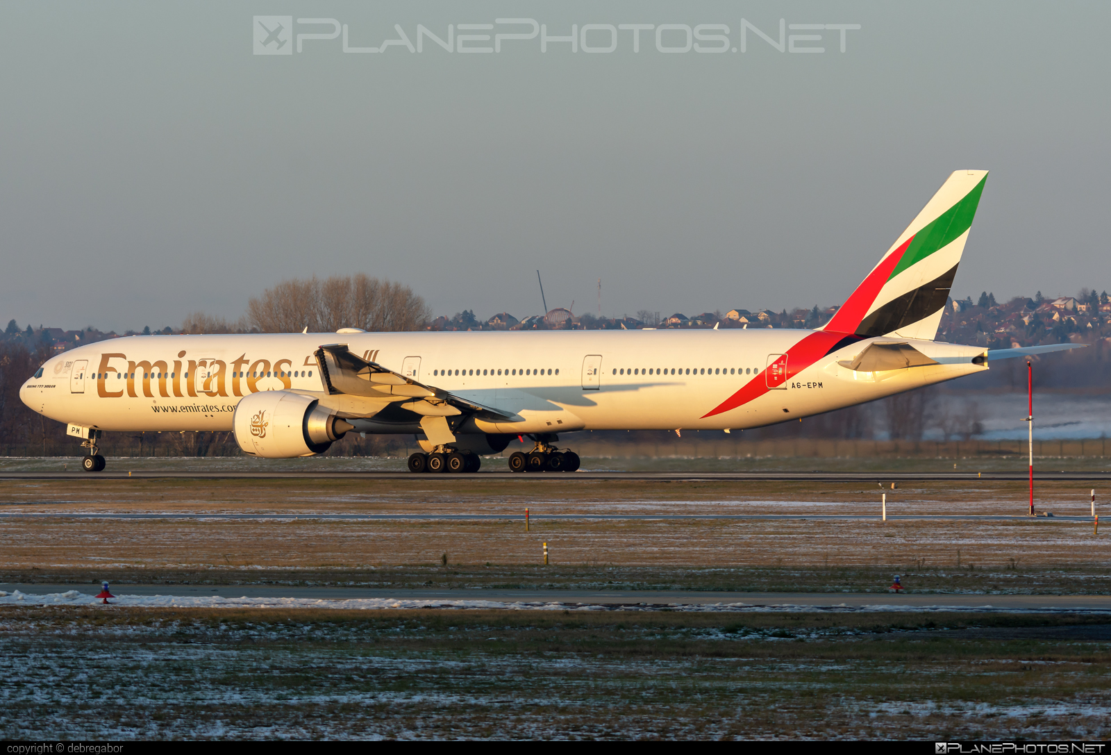 Boeing 777-300ER - A6-EPM operated by Emirates #b777 #b777er #boeing #boeing777 #emirates #tripleseven