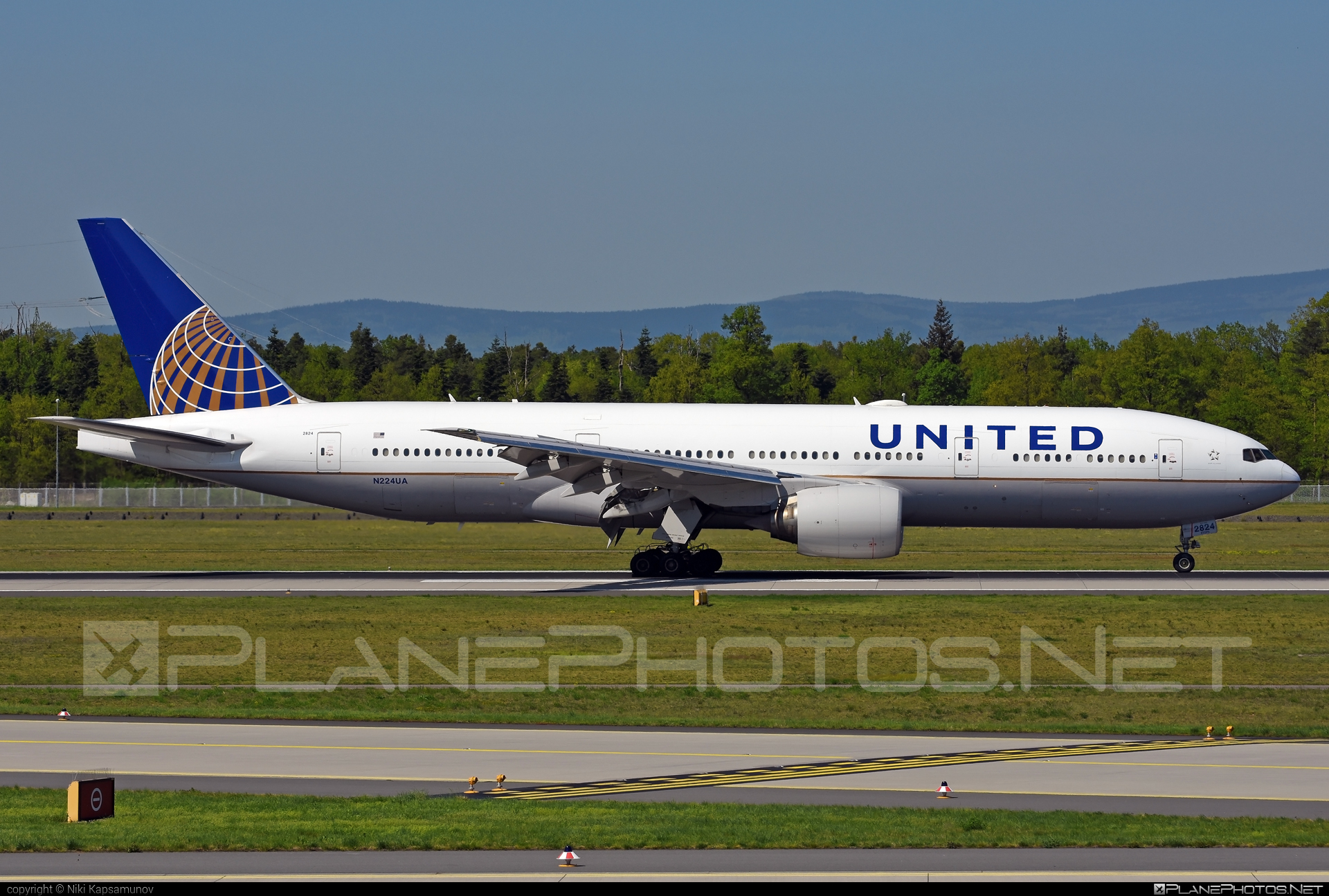 Boeing 777-200ER - N224UA operated by United Airlines #b777 #b777er #boeing #boeing777 #tripleseven #unitedairlines