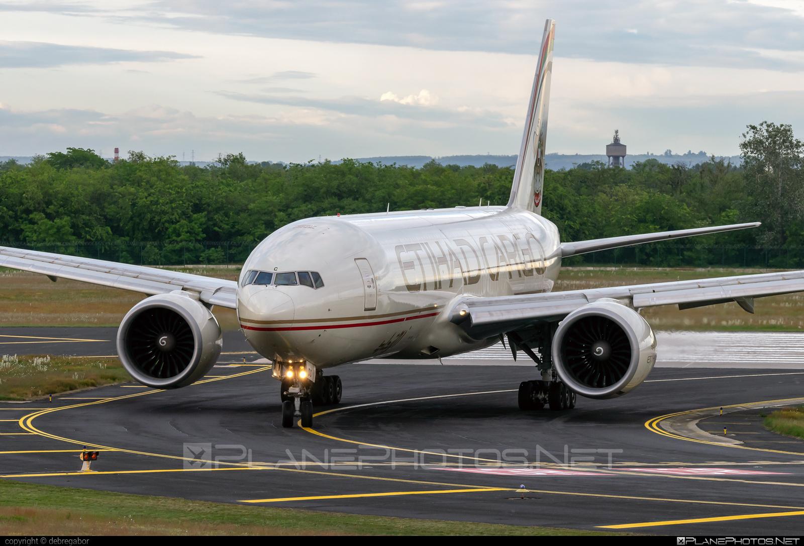 Boeing 777F - A6-DDC operated by Etihad Cargo #b777 #b777f #b777freighter #boeing #boeing777 #etihad #etihadcargo #tripleseven