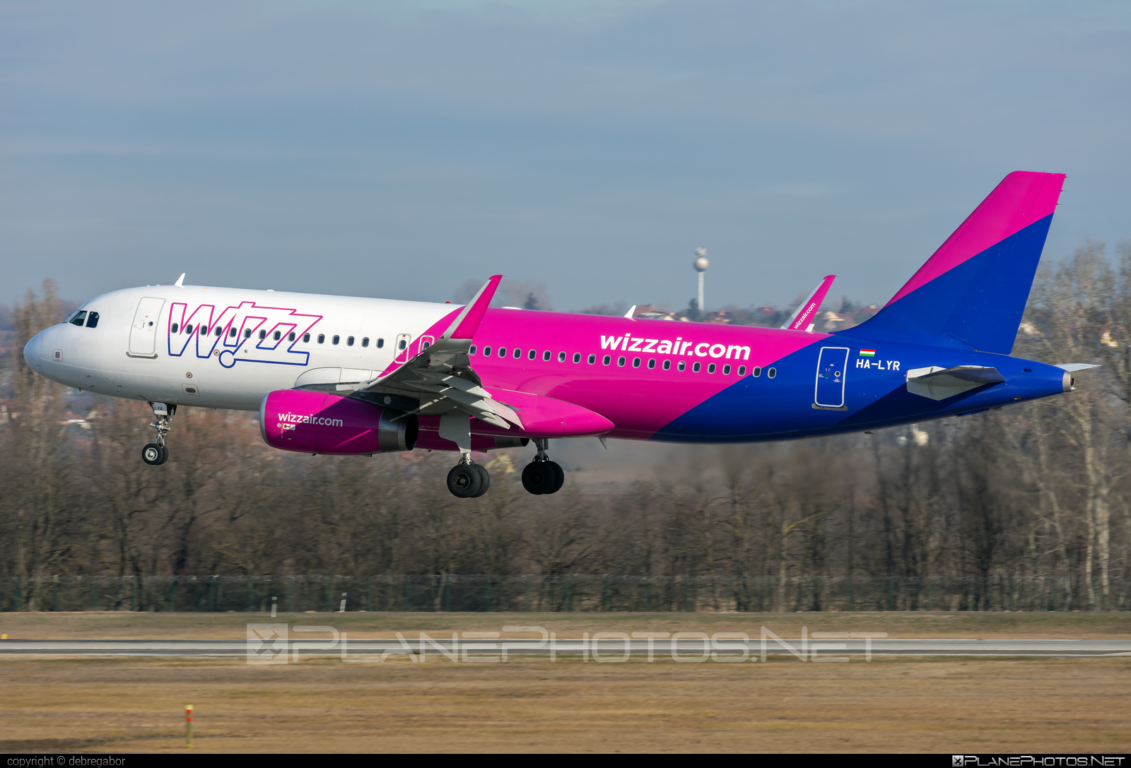 Airbus A320-232 - HA-LYR operated by Wizz Air #a320 #a320family #airbus #airbus320 #wizz #wizzair