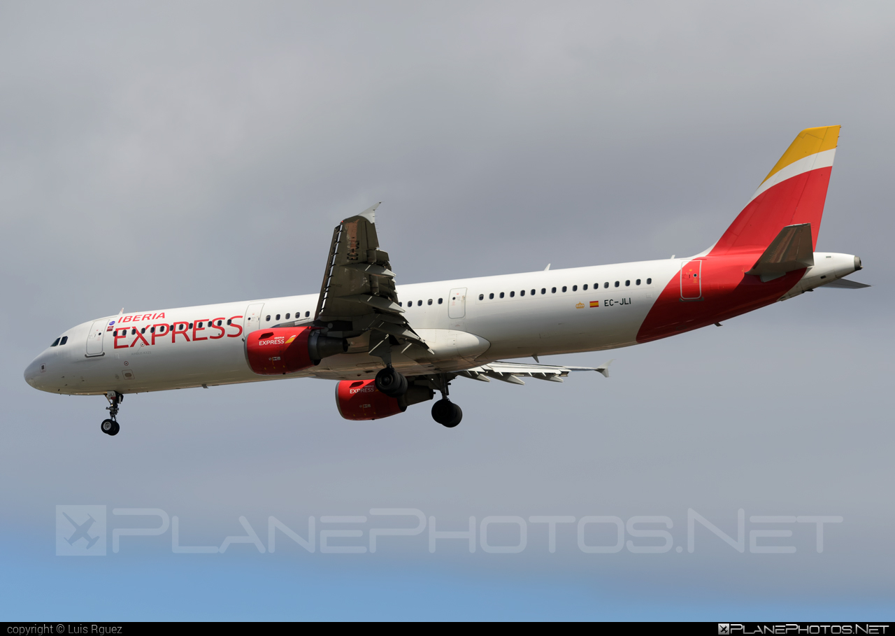 Airbus A321-213 - EC-JLI operated by Iberia Express #a320family #a321 #airbus #airbus321 #iberia #iberiaexpress
