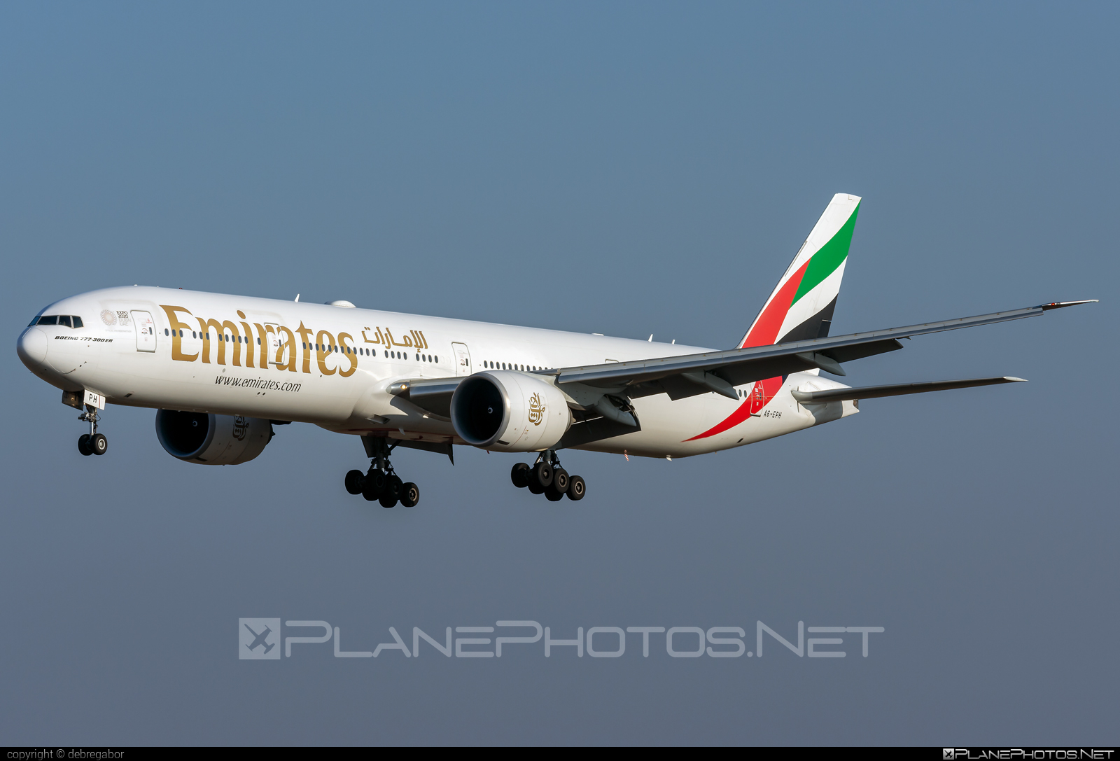 Boeing 777-300ER - A6-EPH operated by Emirates #b777 #b777er #boeing #boeing777 #emirates #tripleseven