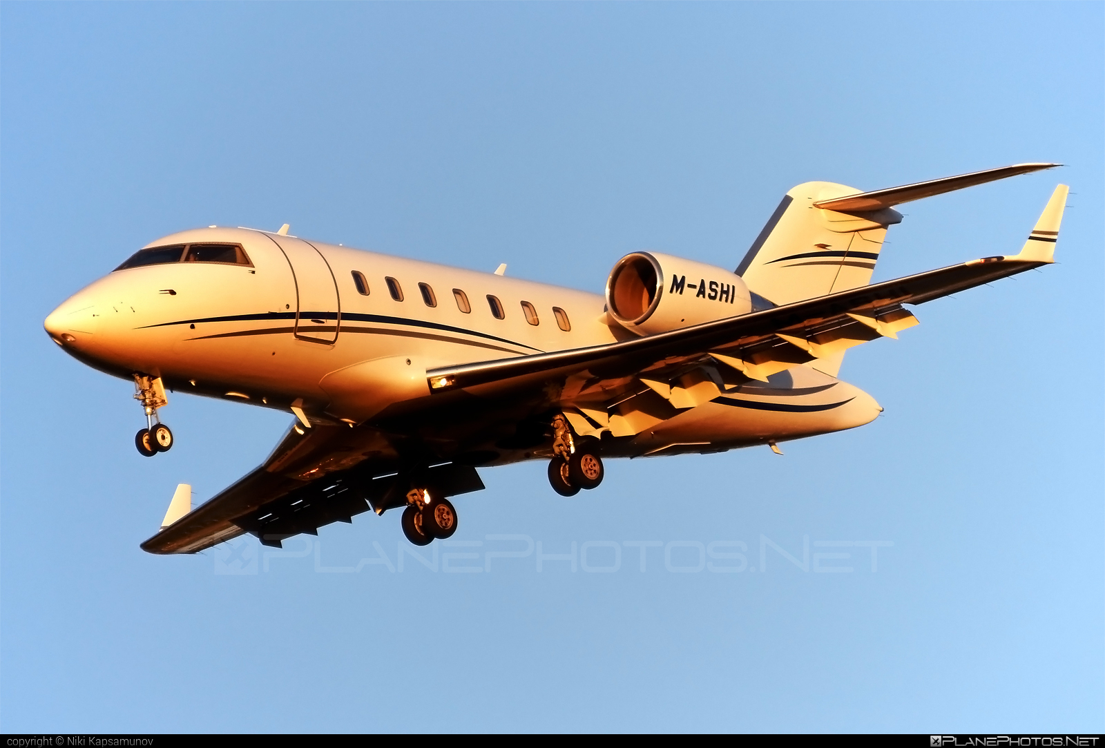 Bombardier Challenger 605 (CL-600-2B16) - M-ASHI operated by Private operator #bombardier #challenger605 #cl6002b16