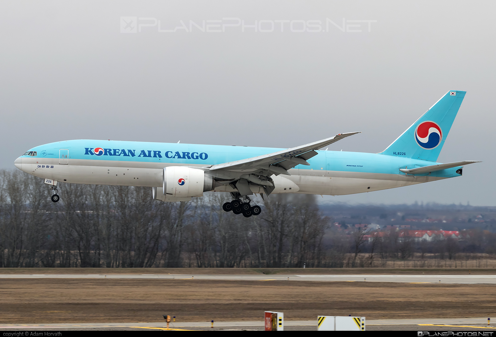 Boeing 777F - HL8226 operated by Korean Air Cargo #b777 #b777f #b777freighter #boeing #boeing777 #koreanair #koreanaircargo #tripleseven