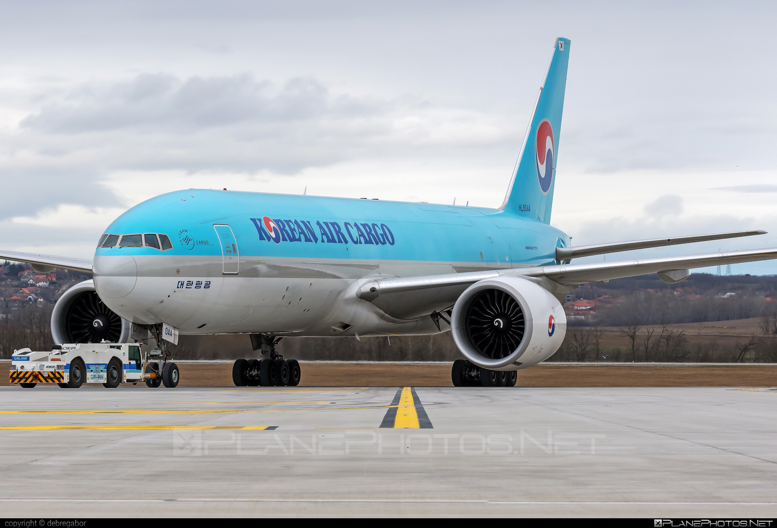 Boeing 777F - HL8044 operated by Korean Air Cargo #b777 #b777f #b777freighter #boeing #boeing777 #koreanair #koreanaircargo #tripleseven