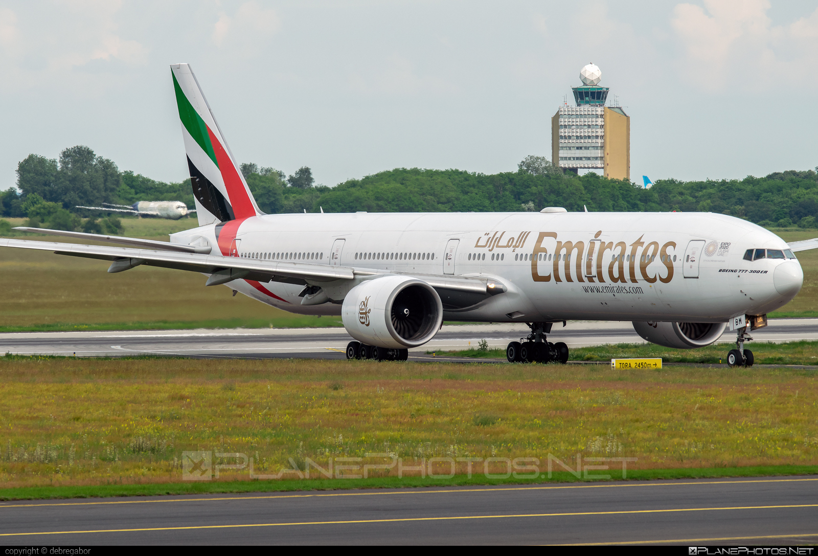Boeing 777-300ER - A6-EBM operated by Emirates #b777 #b777er #boeing #boeing777 #emirates #tripleseven