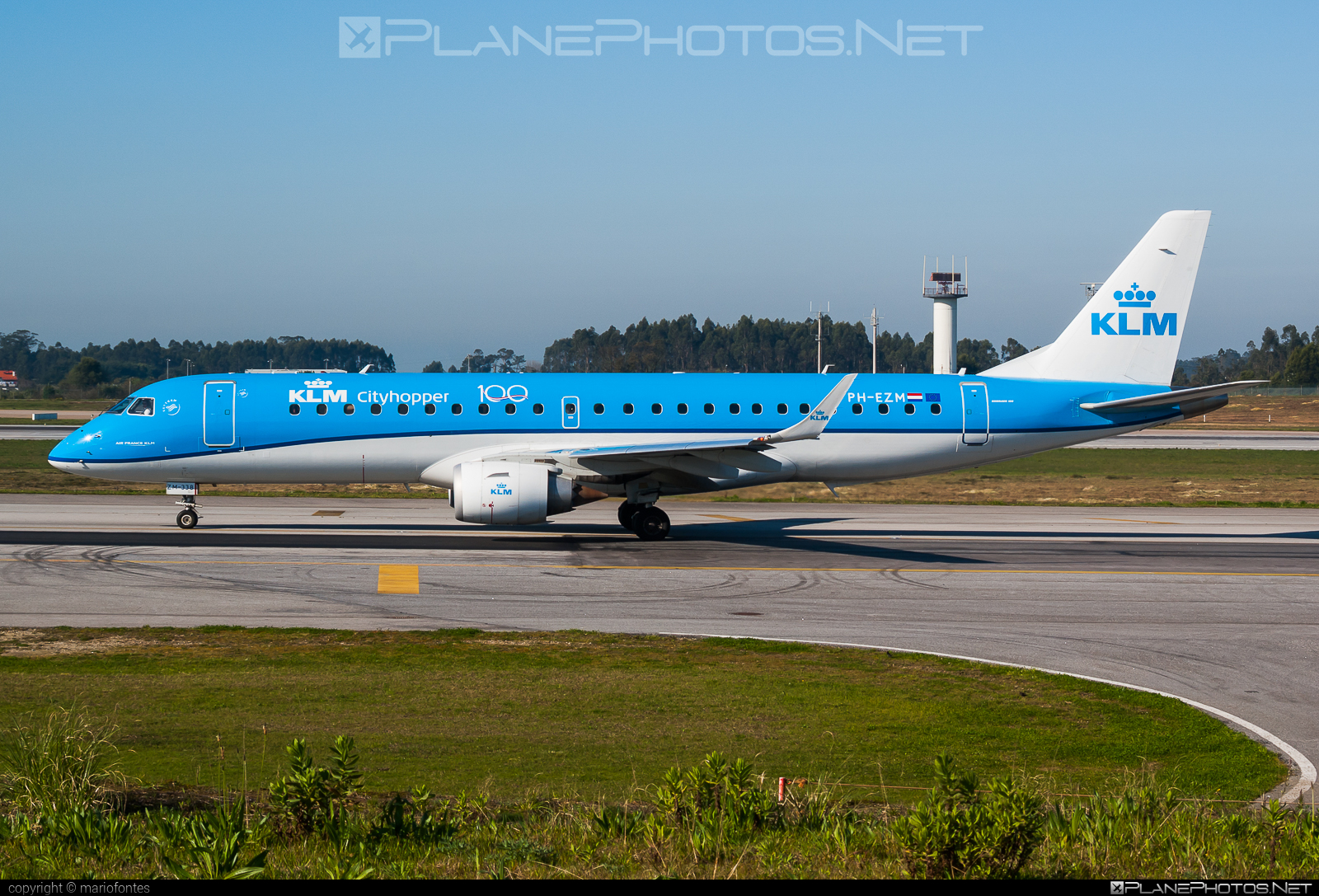 Embraer E190STD (ERJ-190-100STD) - PH-EZM operated by KLM Cityhopper #e190 #e190100 #e190100std #e190std #embraer #embraer190 #embraer190100std #embraer190std #klm #klmcityhopper