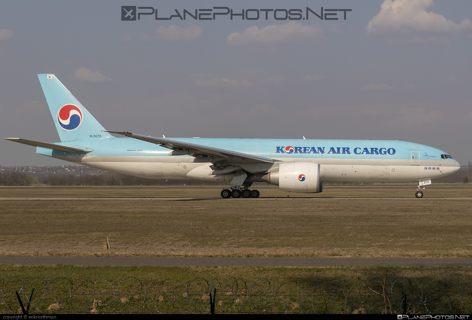 Boeing 777F - HL8076 operated by Korean Air Cargo #b777 #b777f #b777freighter #boeing #boeing777 #koreanair #koreanaircargo #tripleseven