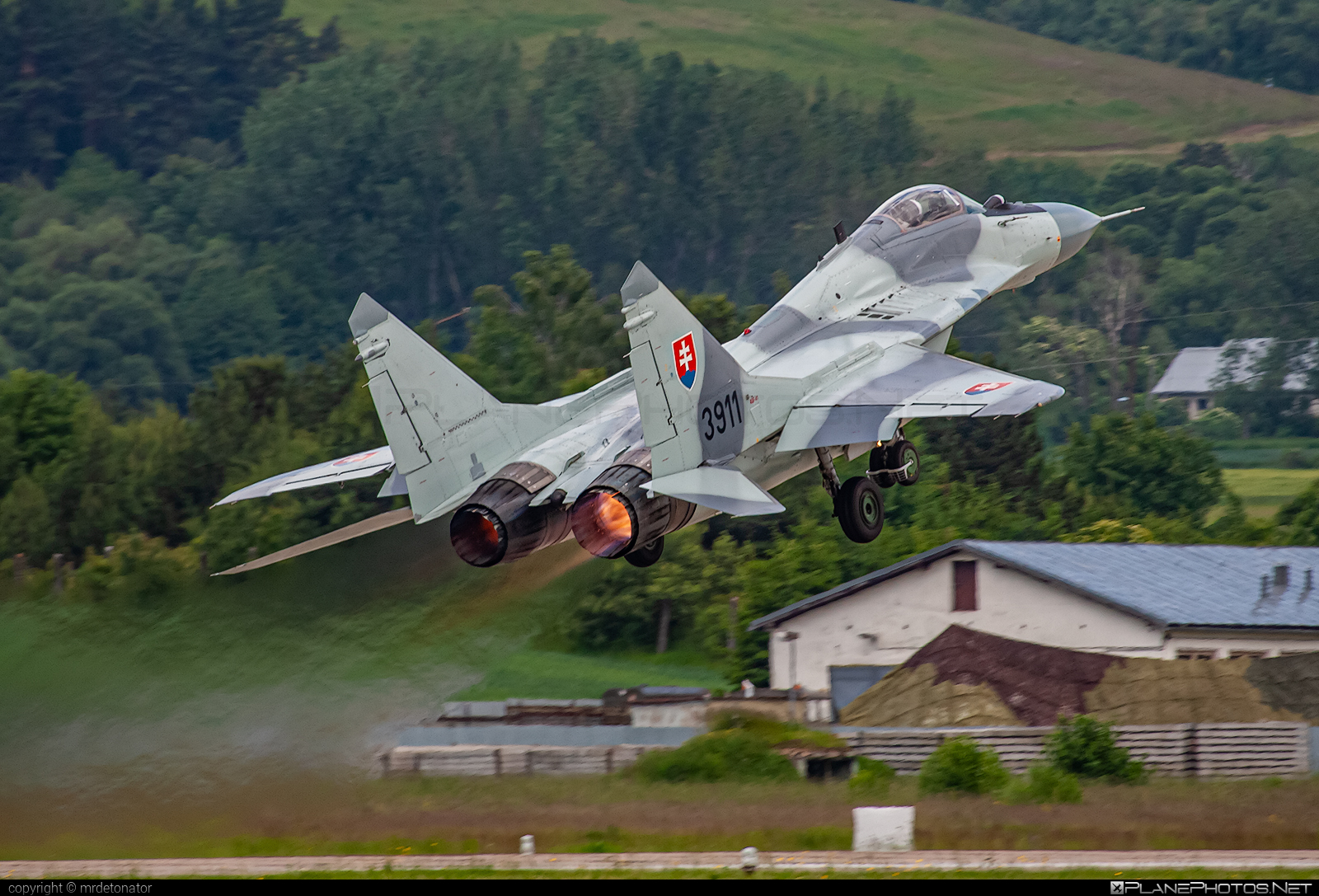 Mikoyan-Gurevich MiG-29AS - 3911 operated by Vzdušné sily OS SR (Slovak Air Force) #mig #mig29 #mig29as #mikoyangurevich #siaf2006 #slovakairforce #vzdusnesilyossr