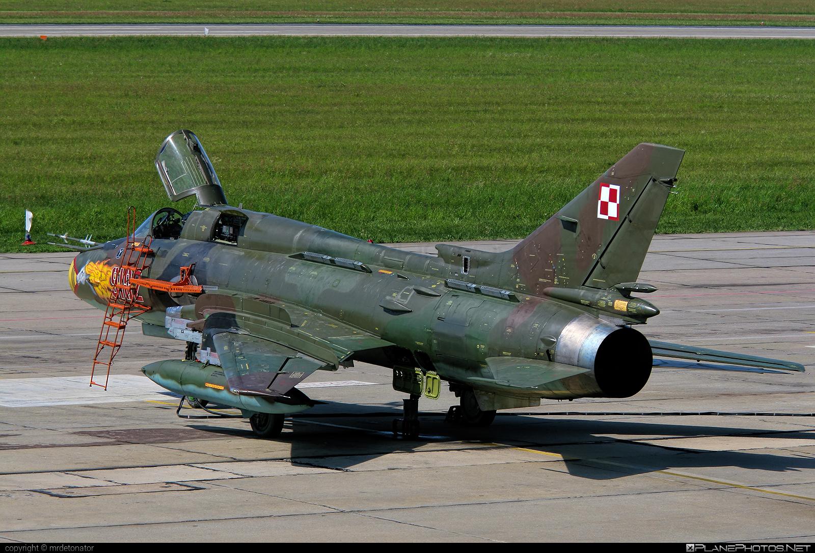 Sukhoi Su-22M4 - 9102 operated by Siły Powietrzne Rzeczypospolitej Polskiej (Polish Air Force) #polishairforce #silypowietrzne #sukhoi
