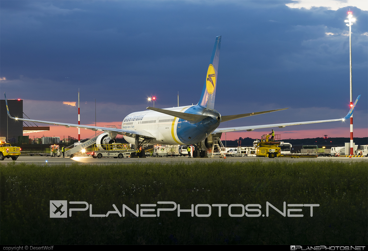 Boeing 767-300ER - UR-GED operated by Ukraine International Airlines #b767 #b767er #boeing #boeing767 #uia #ukraineinternationalairlines