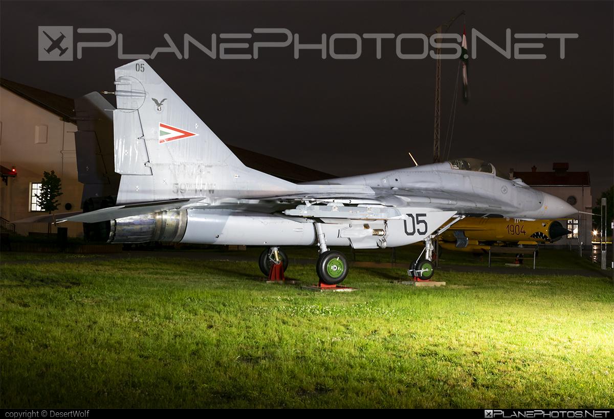 Mikoyan-Gurevich MiG-29B - 05 operated by Magyar Légierő (Hungarian Air Force) #hungarianairforce #magyarlegiero #mig #mig29 #mig29b #mikoyangurevich