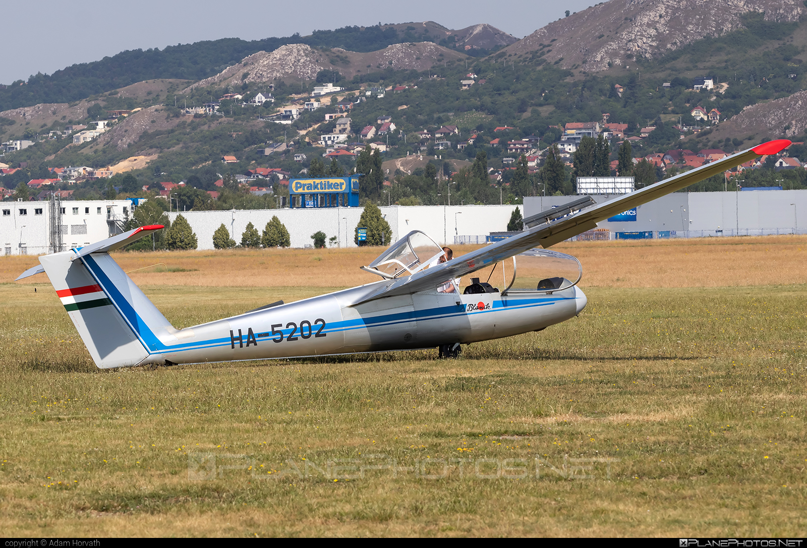 Let L-23 Super Blanik - HA-5202 operated by Private operator #let