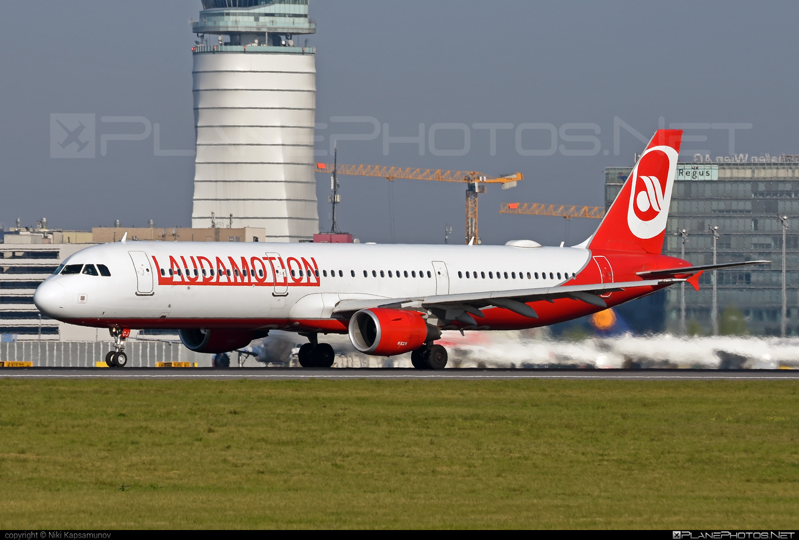 Airbus A321-211 - OE-LCJ operated by LaudaMotion #a320family #a321 #airbus #airbus321 #laudamotion