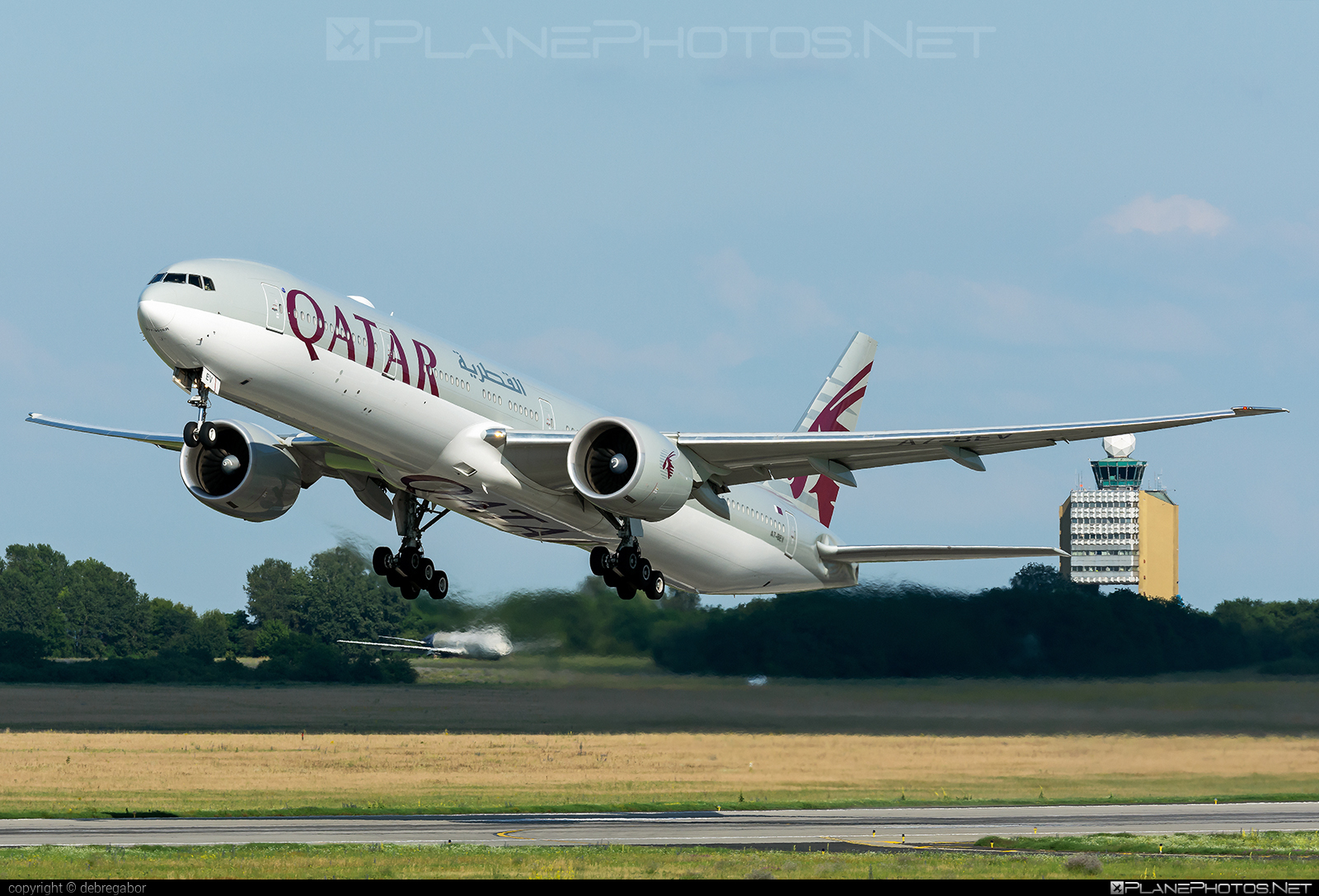 Boeing 777-300ER - A7-BEV operated by Qatar Airways #b777 #b777er #boeing #boeing777 #qatarairways #tripleseven