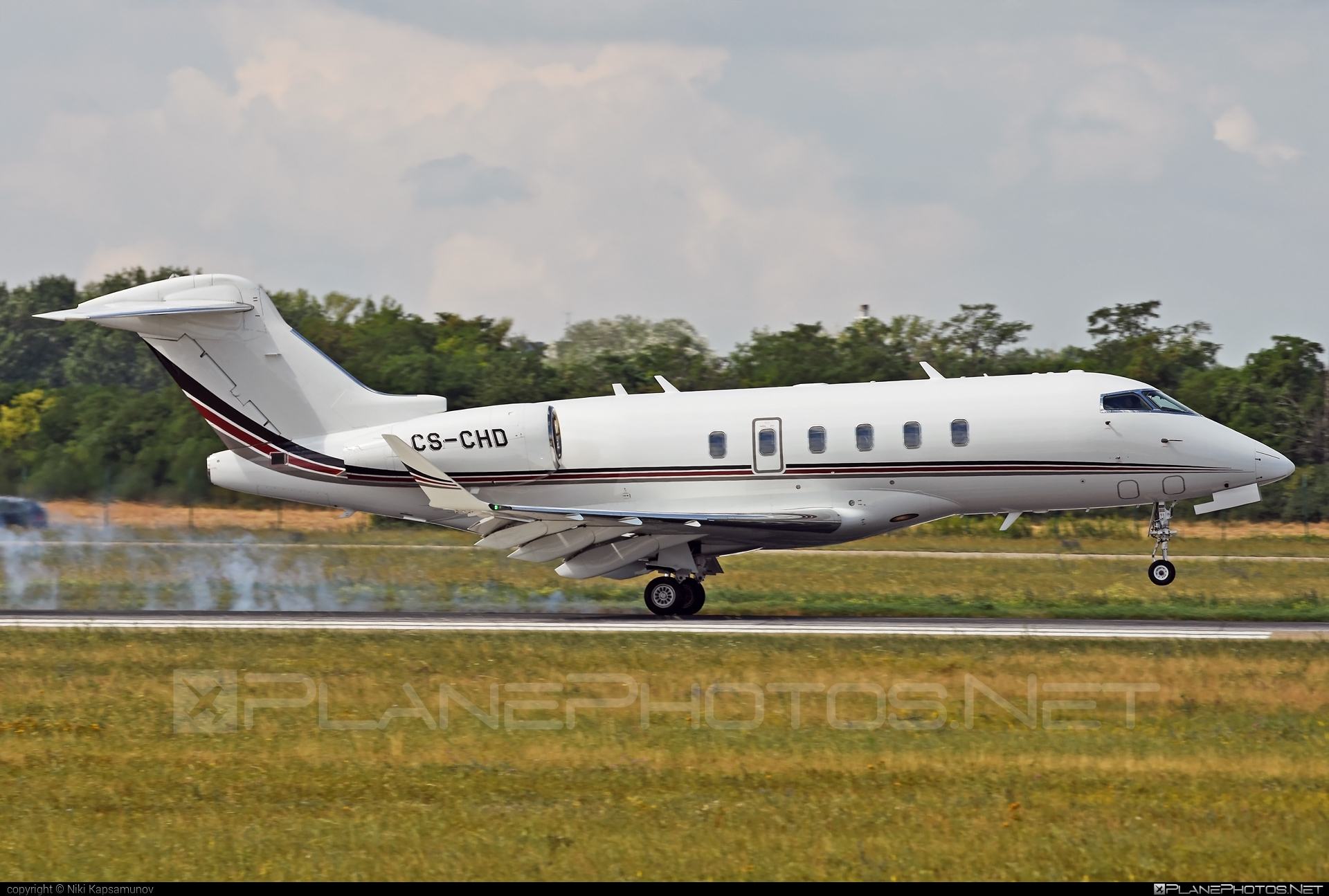 Bombardier Challenger 350 (BD-100-1A10) - CS-CHD operated by NetJets Europe #bd1001a10 #bombardier #challenger350